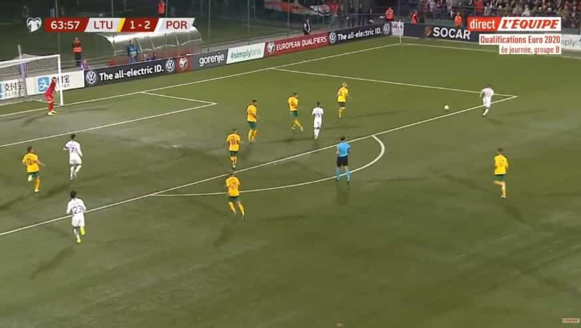 Não há dois sem três: Eis o golo de Ronaldo que 'arrumou' a Lituânia