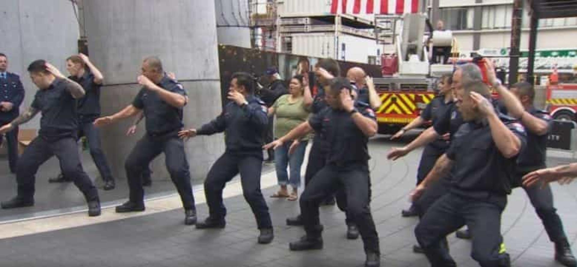 Bombeiros da Nova Zelândia dançam 'haka' por vítimas do 11 de Setembro