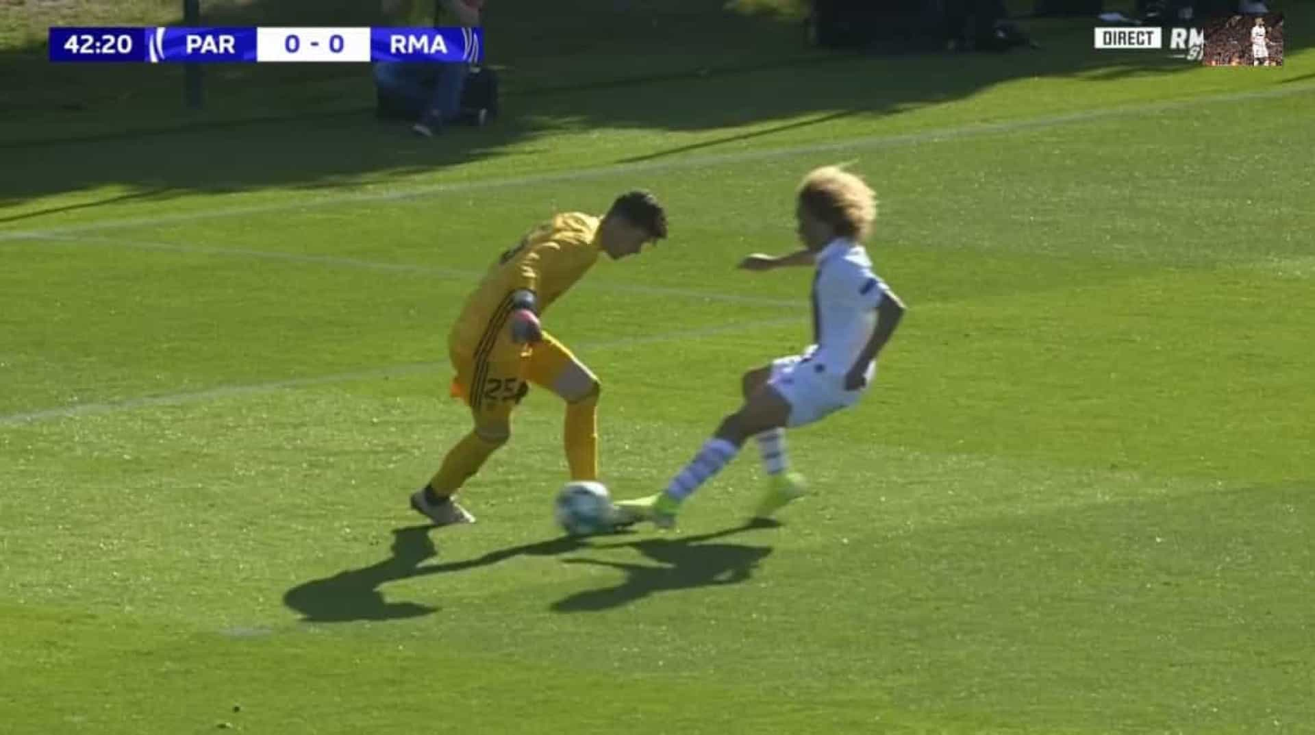 'Pérola' do PSG aproveitou asneira do guarda-redes para marcar ao Real