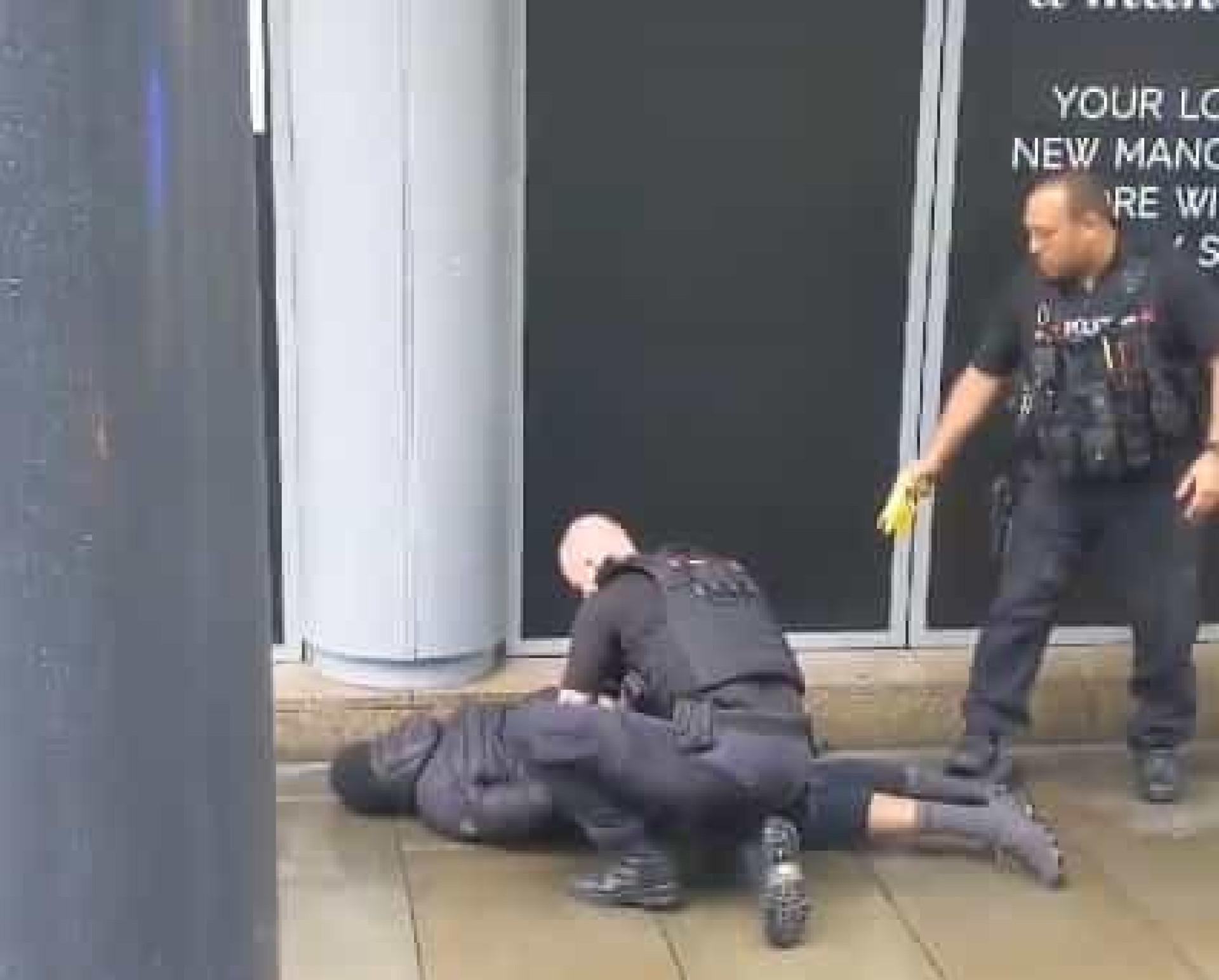 Cinco pessoas esfaqueadas em Manchester. Houve uma detenção