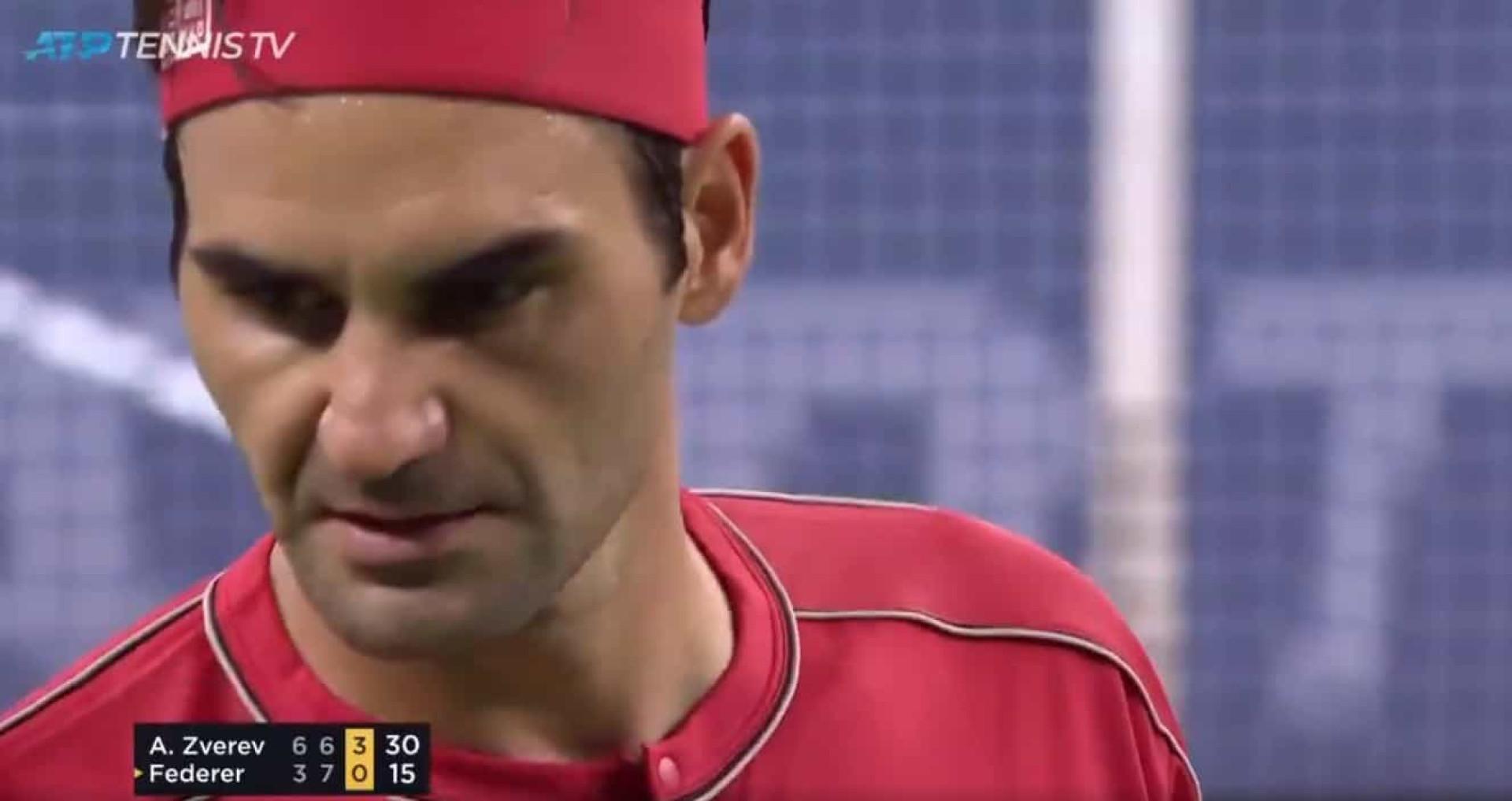 Federer ultrapassou os limites e o árbitro castigou-o por isto