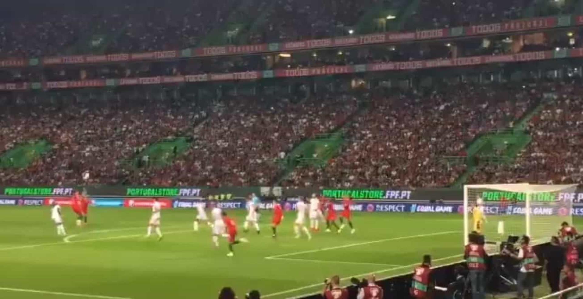 Ronaldo marcou golaço em Alvalade? Então imagine se esta bola entrasse
