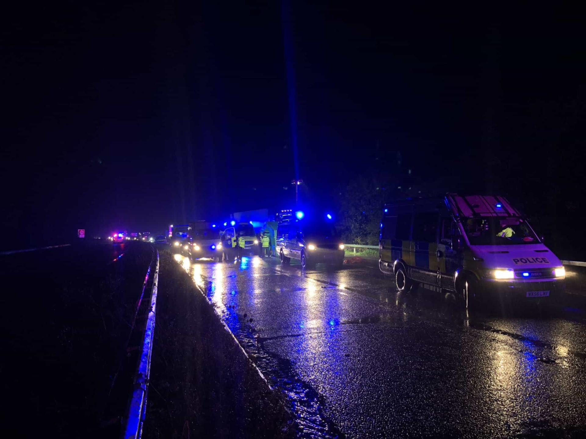 Camião encontrado com 15 pessoas no interior em Inglaterra