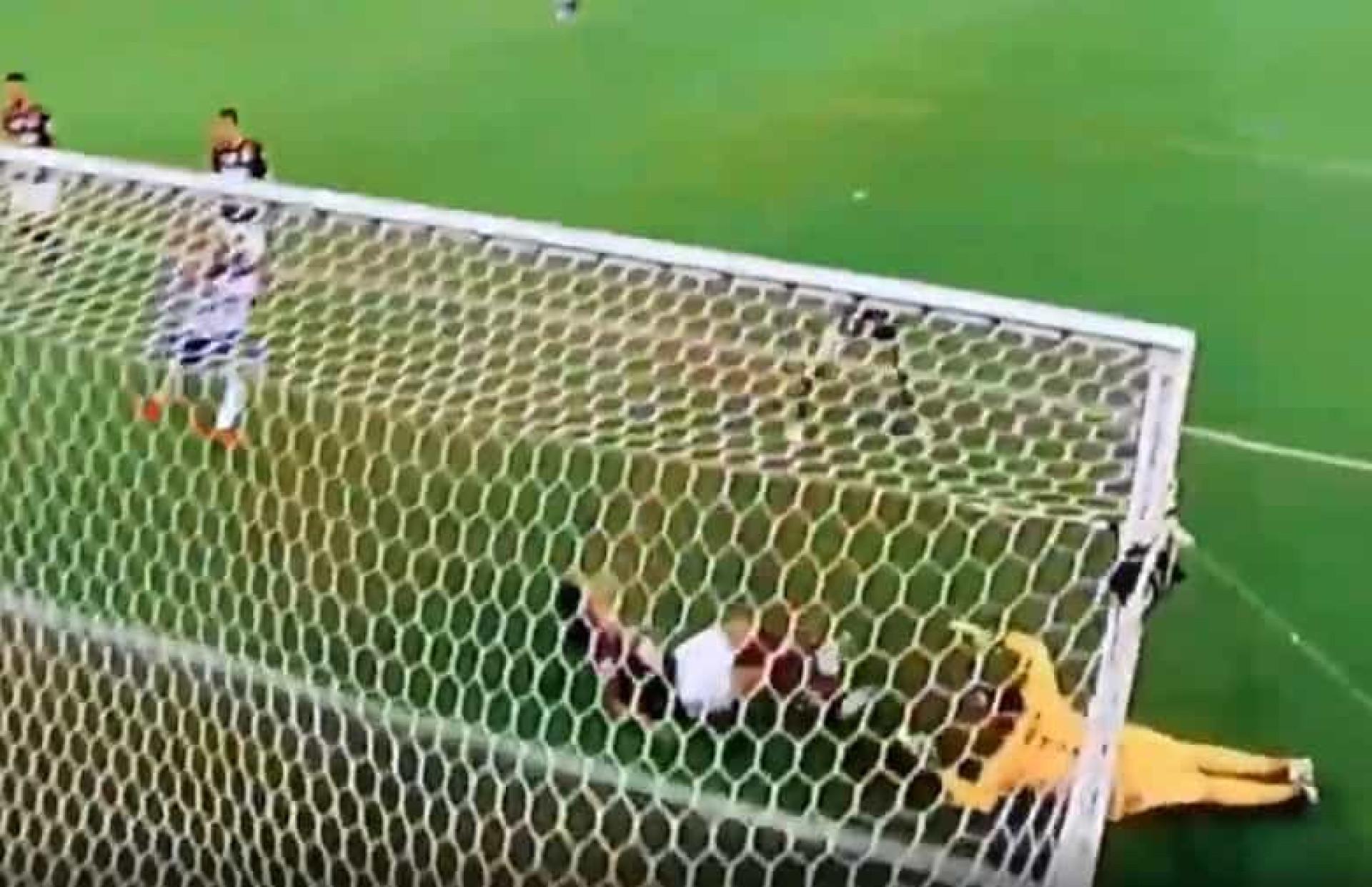 Arão fez este disparate e colocou o Flamengo a perder com o Bahia