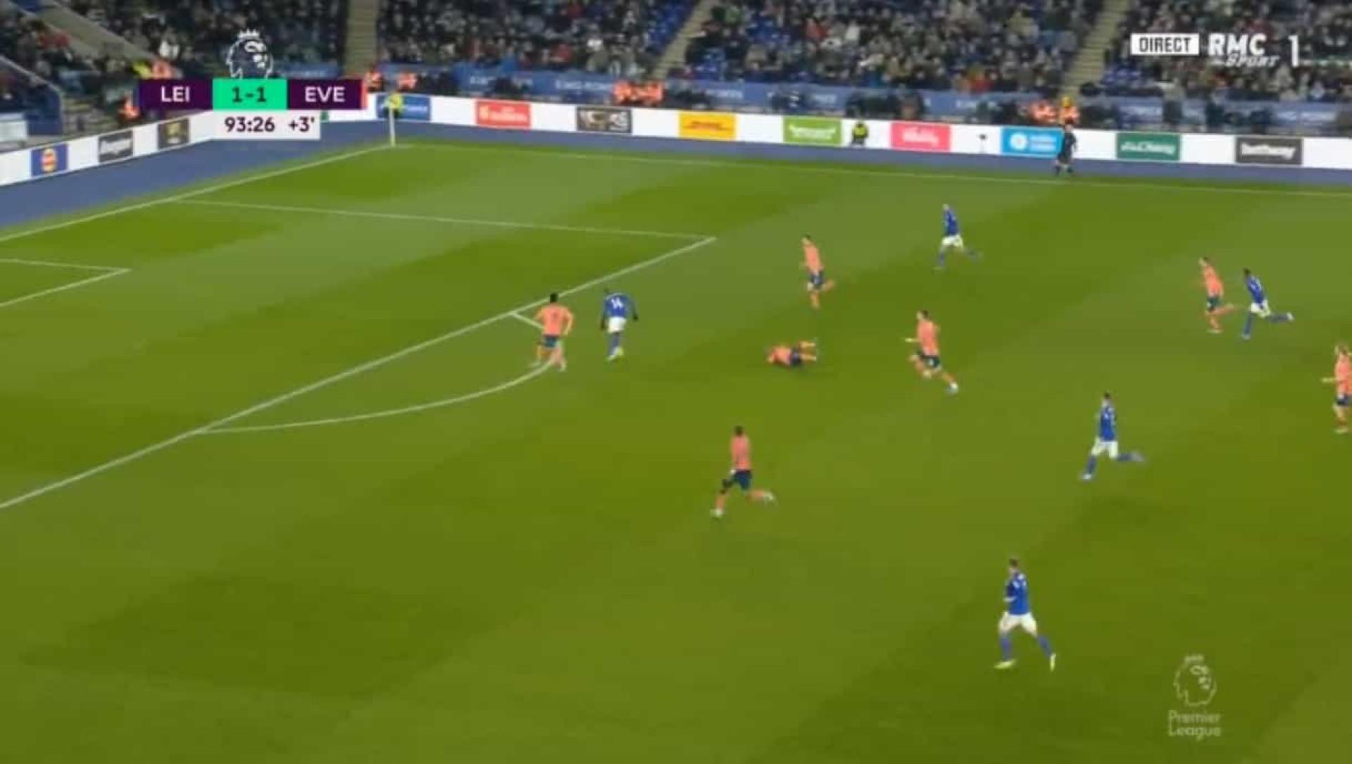'Loucura' em Leicester: Ricardo assiste e Marco Silva 'cai' aos 90+4'