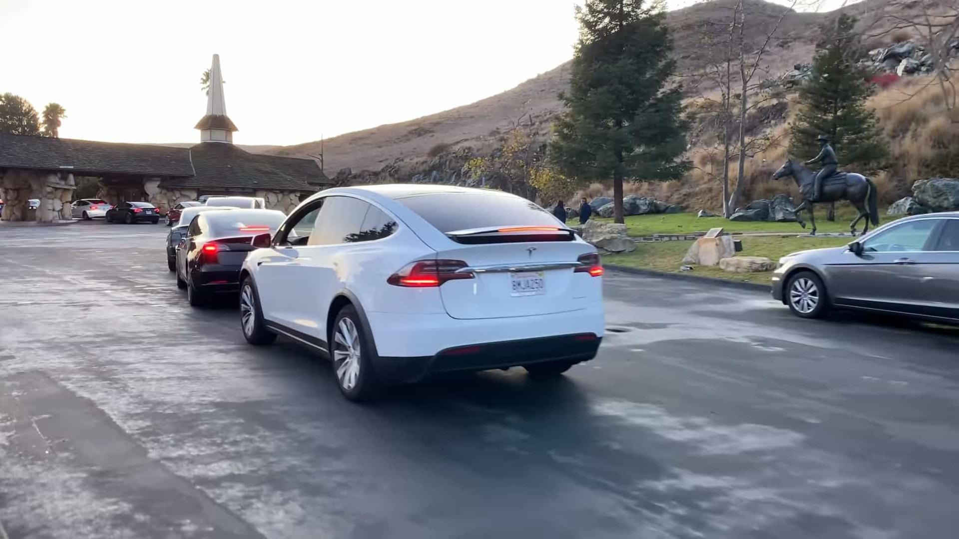 Tesla. Este vídeo mostra o maior problema dos carros elétricos