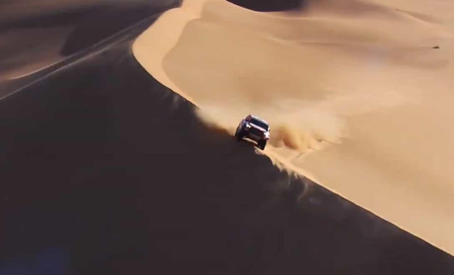 """Dakar partilha imagens incríveis de Alonso: """"Já é um surfista de dunas"""""""
