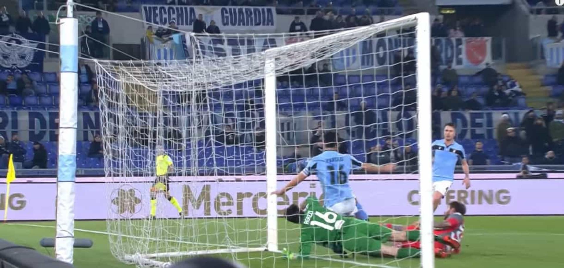 Guarda-redes do Cremonese contrai lesão arrepiante diante da Lazio
