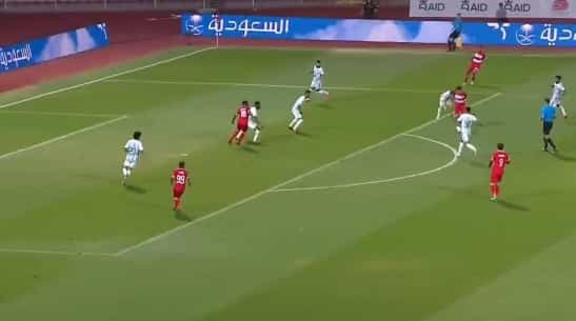 Jogador do Al-Wehda faz golaço contra o Al-Ahli
