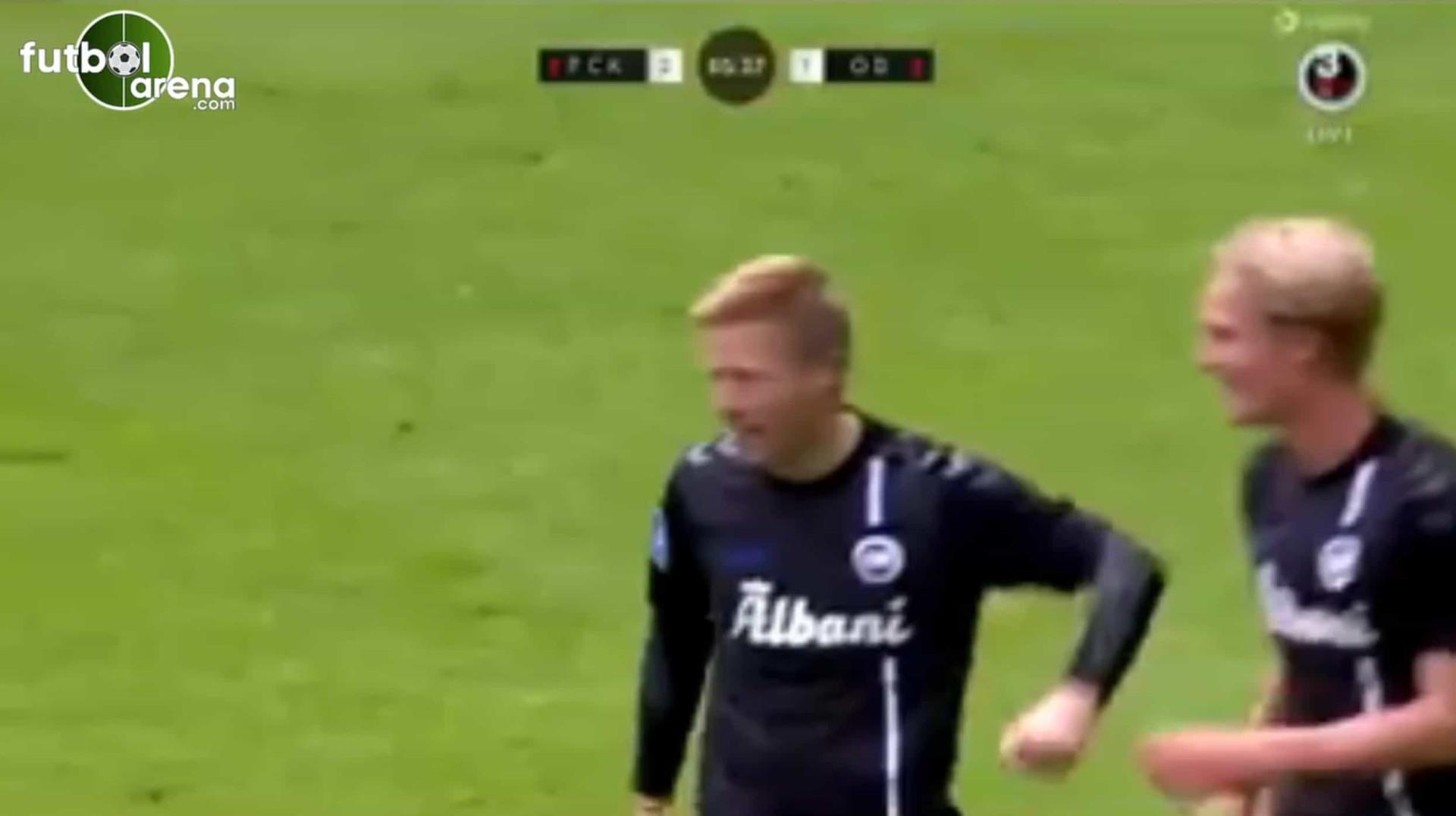 Aos 40 anos, adjunto do Odense entra em campo e marca golaço