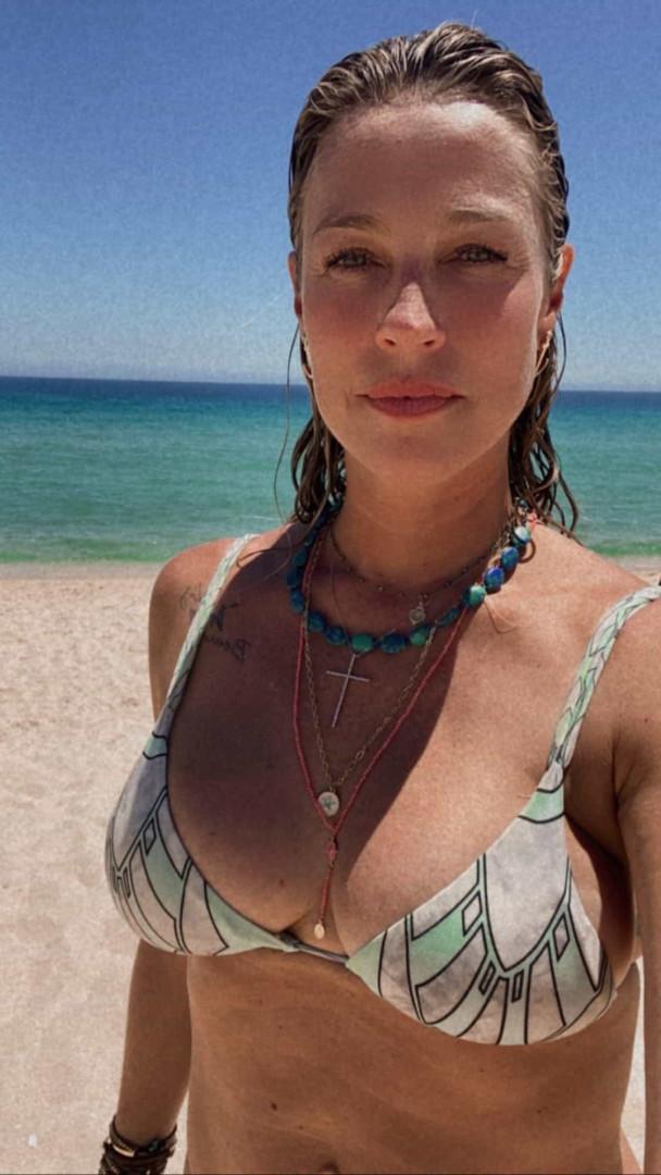 """Luana Piovani na praia da Comporta: """"Tem golfinho no mar"""""""
