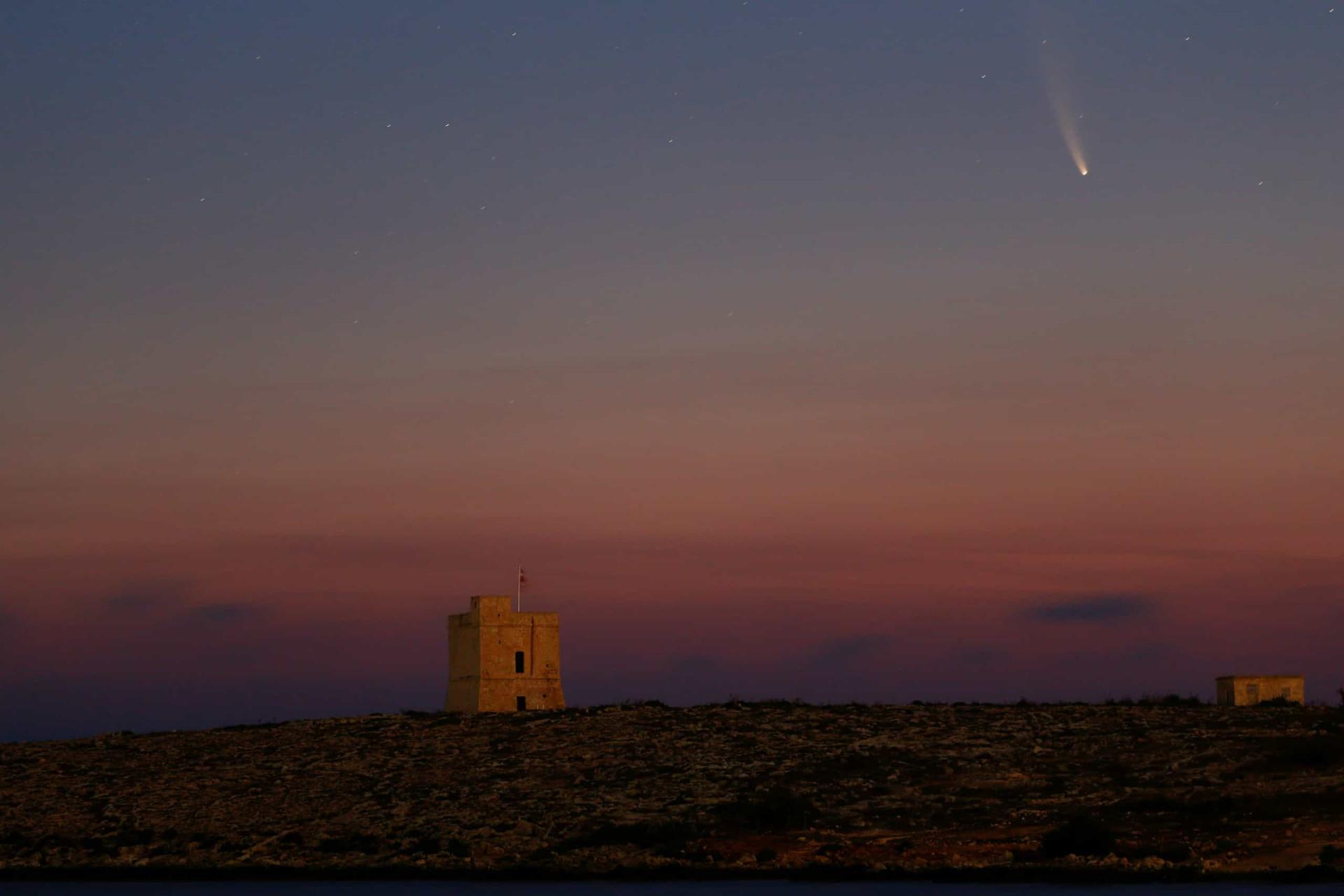 Cometa passa hoje pela Terra e já há imagens para admirar