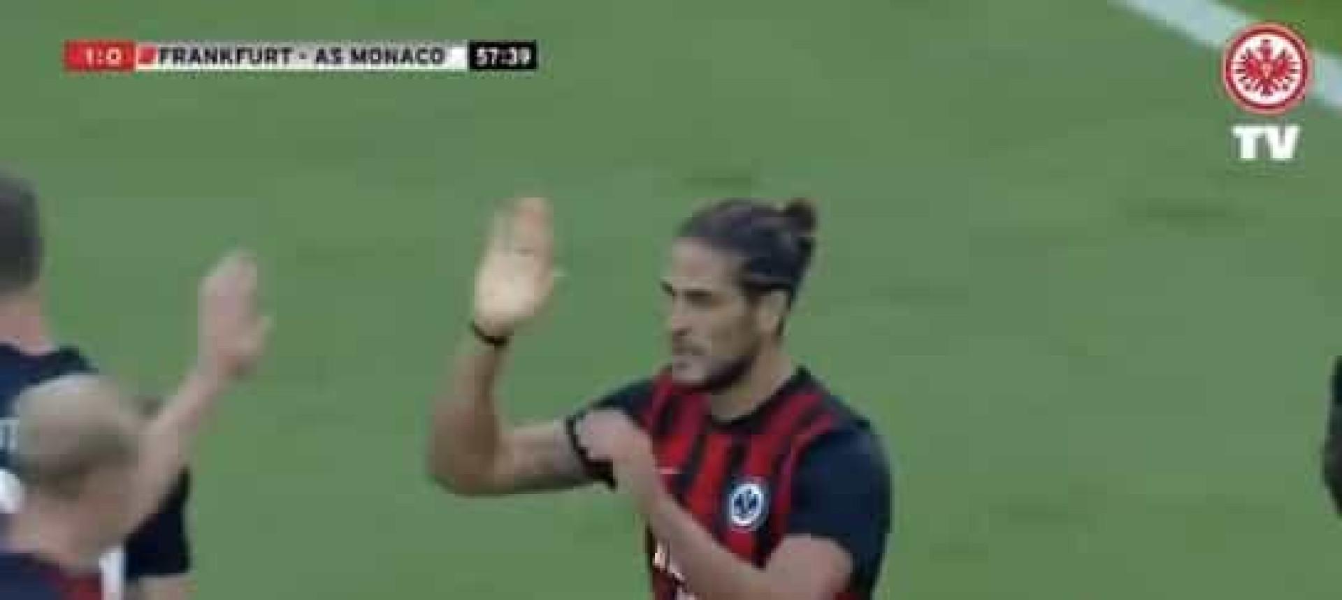 Em dia de aniversário, Gonçalo Paciência marcou este belo golo