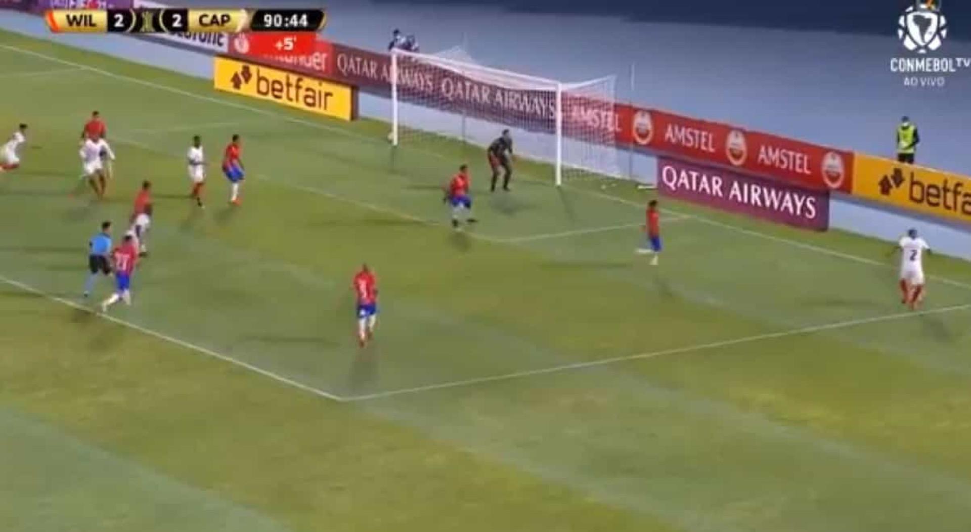 Ex-FC Porto marca nos descontos e os festejos foram apoteóticos