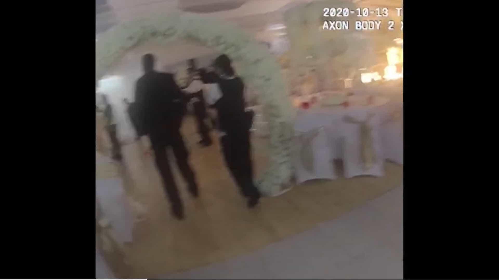 Polícia britânica interrompe casamento com mais de 100 pessoas