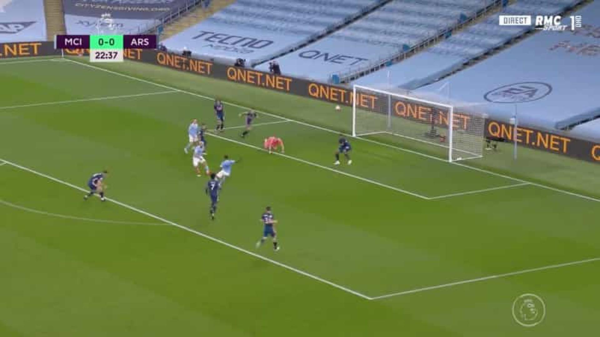 Manchester City insistiu e quebrou assim o nulo na receção ao Arsenal