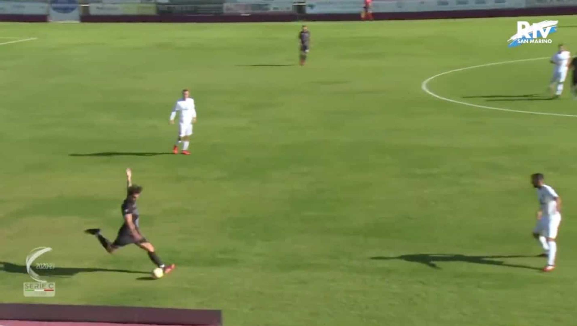 O impensável aconteceu em Itália. Jogador marcou... do próprio meio-campo