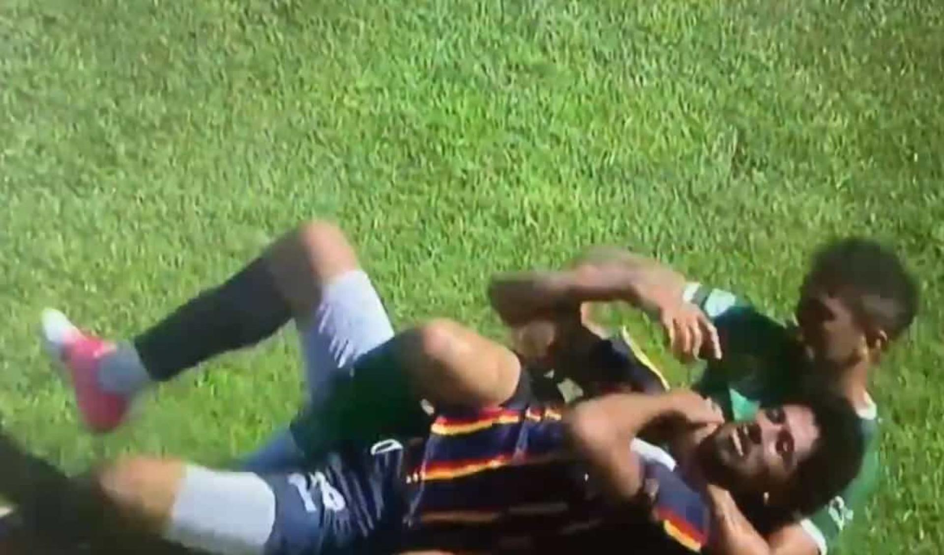 O impensável aconteceu na Argentina: Jogador tenta estrangular adversário