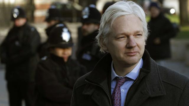 Wikileaks diz que Assange foi espiado e informações dadas a Trump