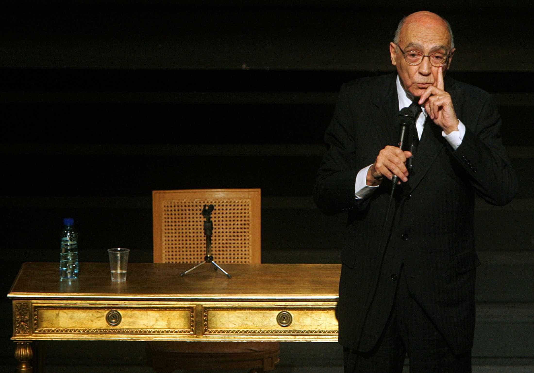 Saramago inspira teatro de rua