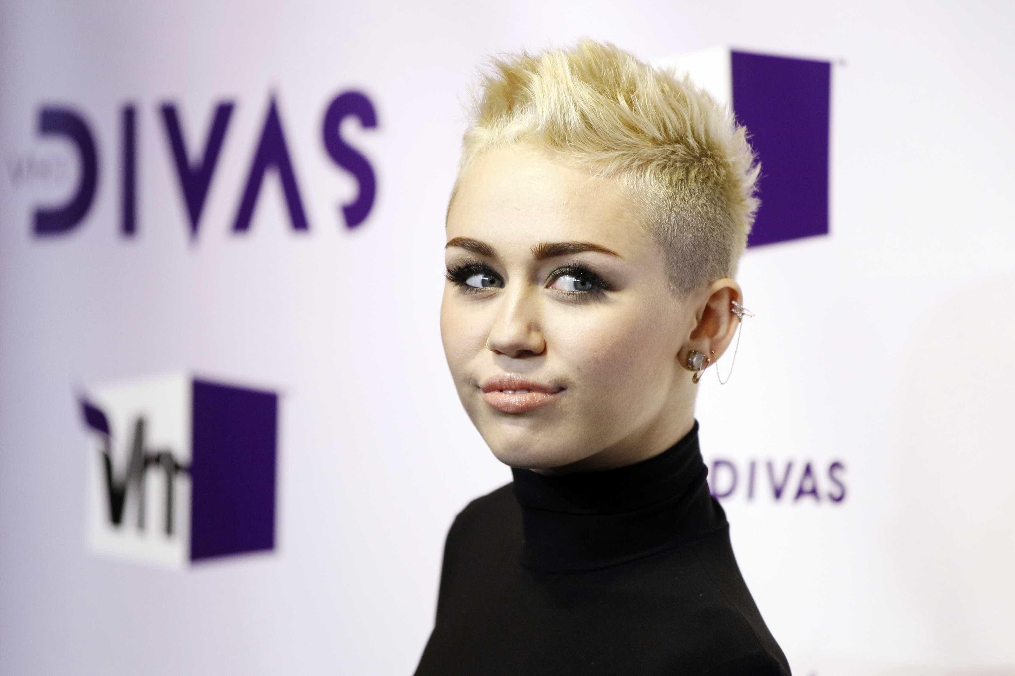 Na opinião de Miley Cyrus, foram as drogas a acabar com Hannah Montana