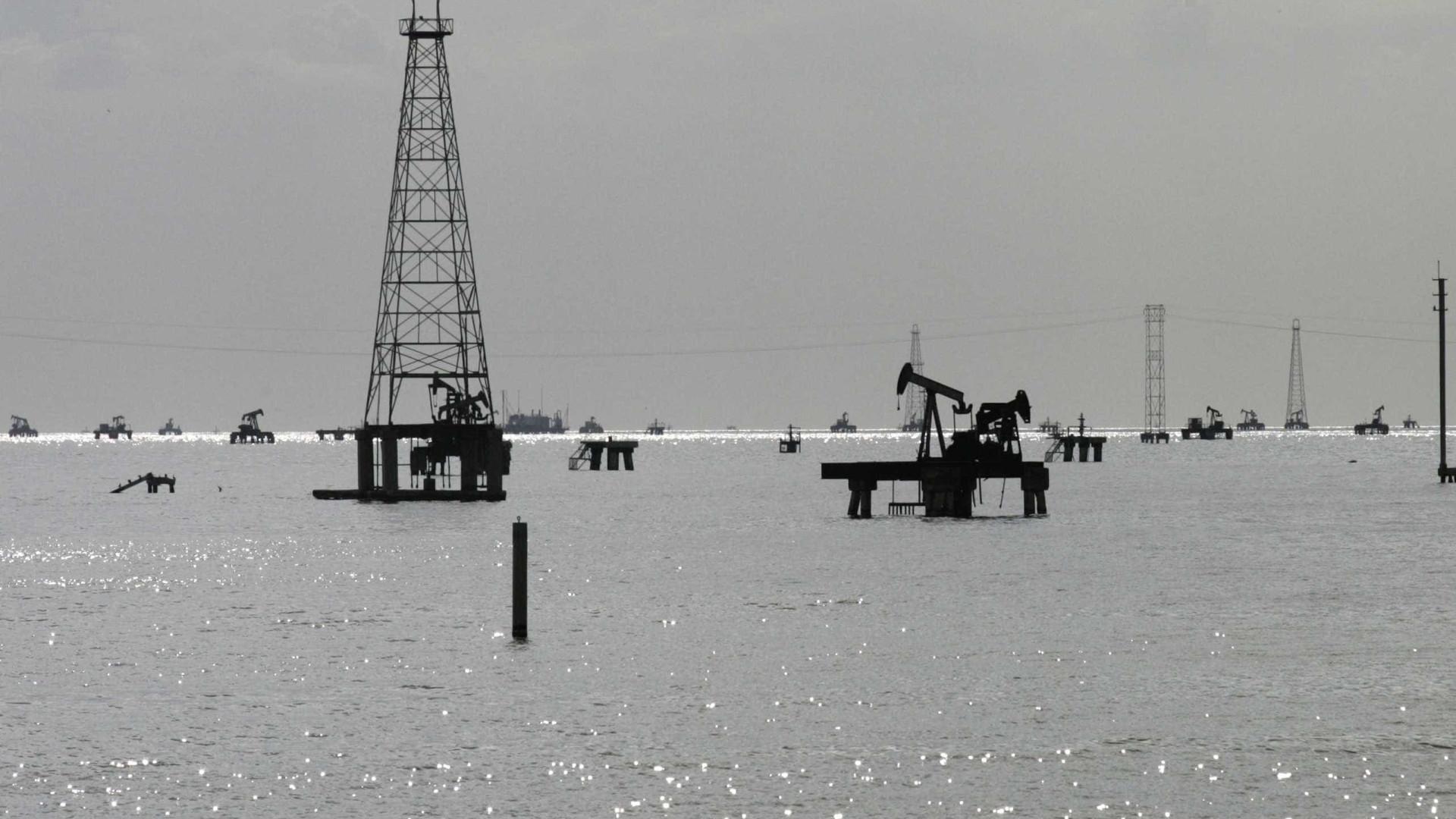 Rússia diz que controlou dispersão de 20 mil toneladas de petróleo