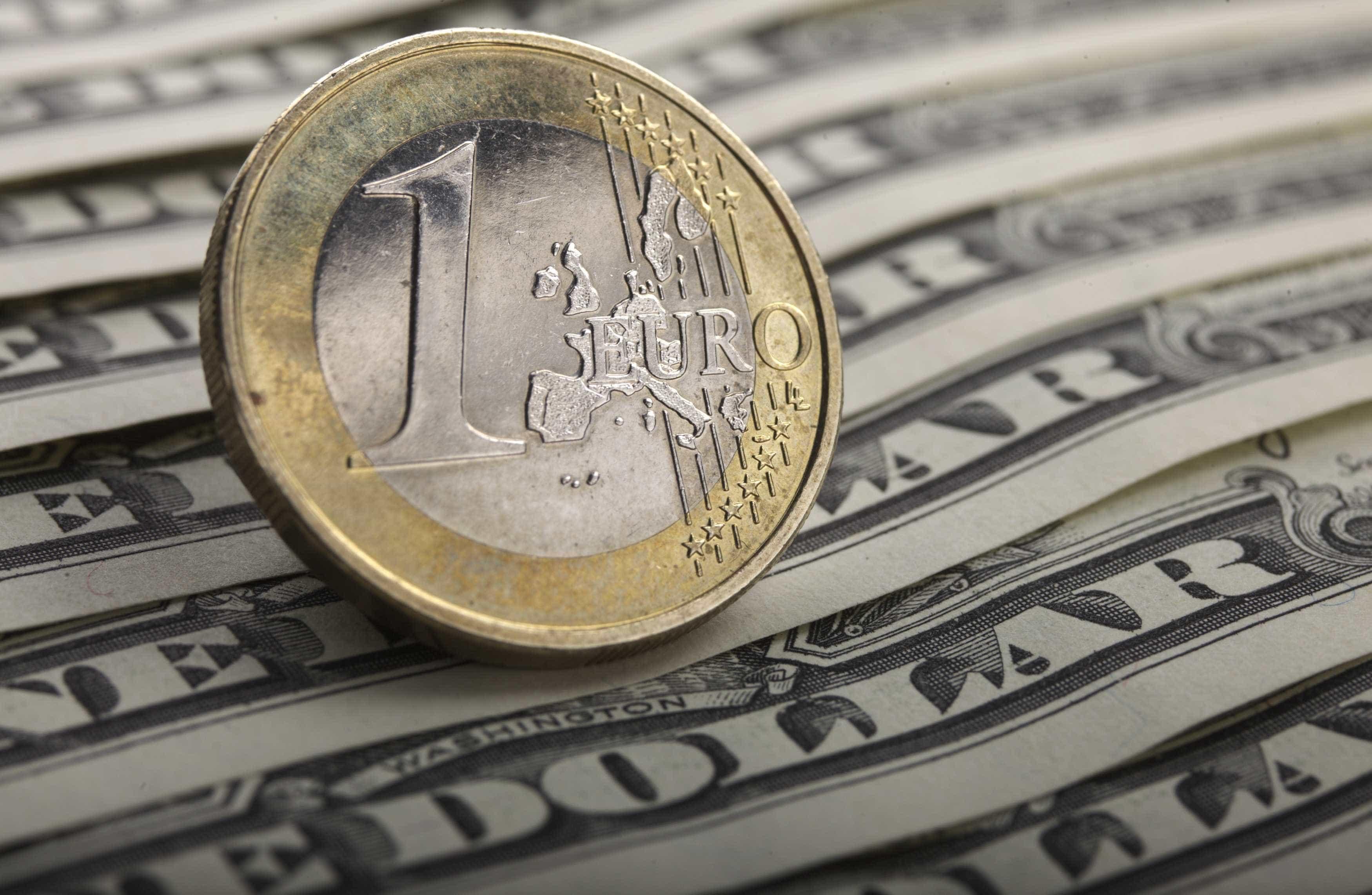 Euro perde terreno para o dólar