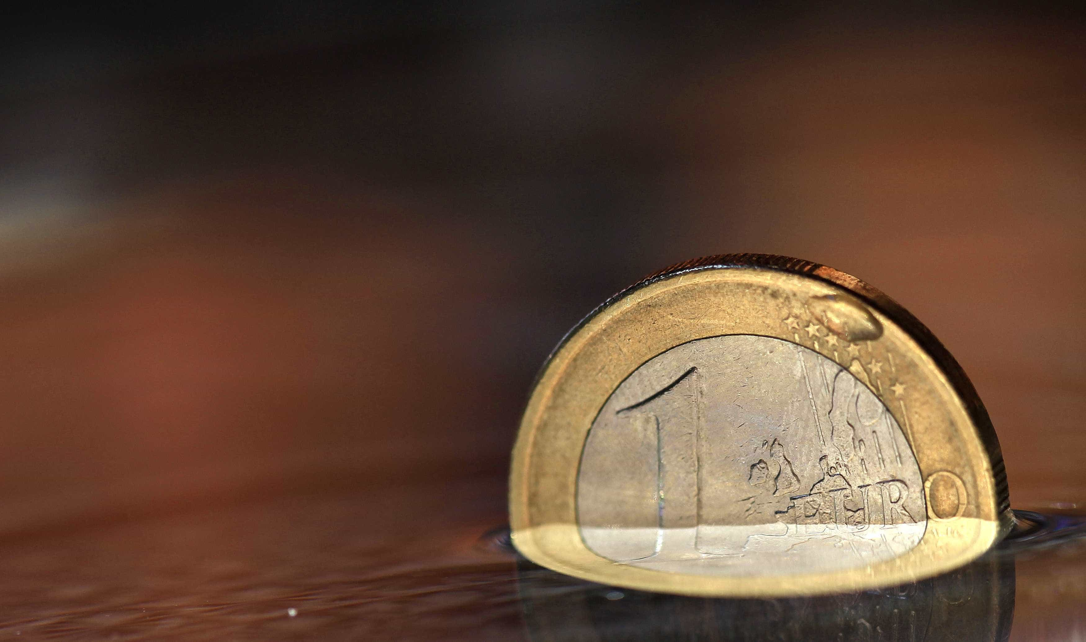 Euro valoriza face ao dólar à boleia da divulgação de dados económicos