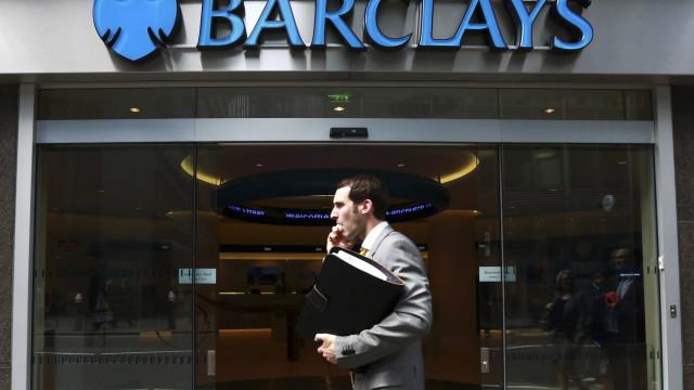 Barclays passa a prejuízos e admite mais cortes face a receitas