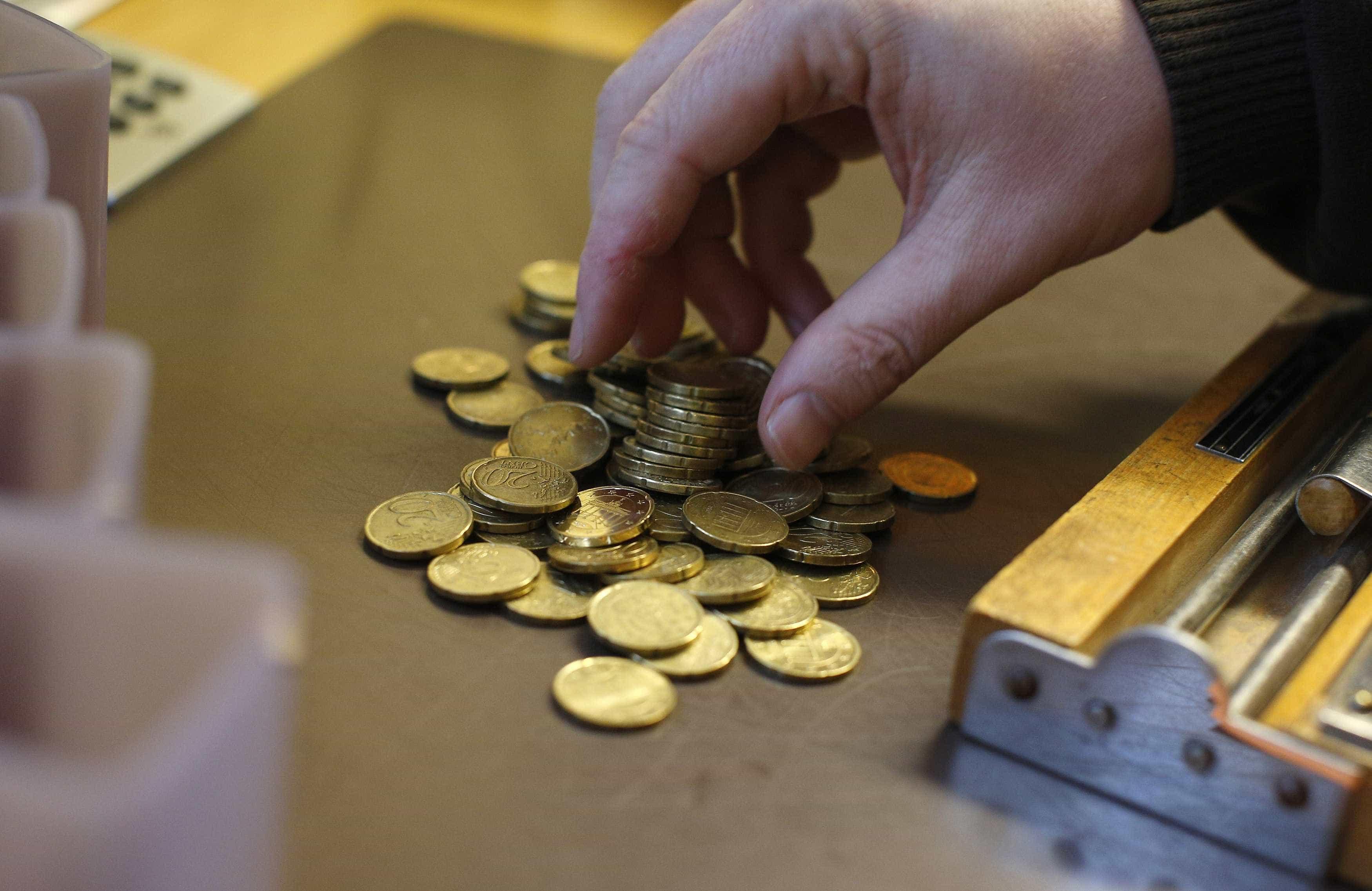 Euro cai e regressa aos 1,13 dólares