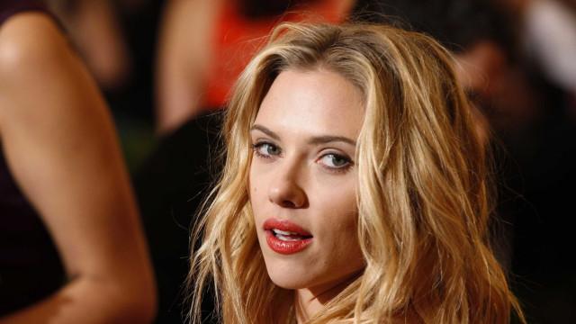 Scarlett Johansson contra paparazzi. Atriz recorda morte de Diana