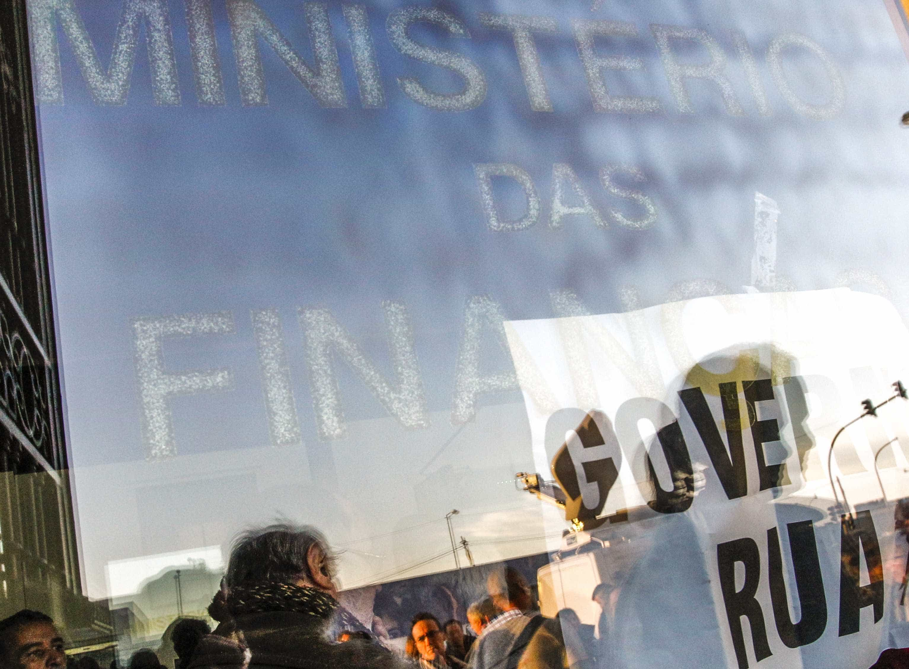 """Chumbo do Constitucional põe termo à""""insensibilidade política"""""""