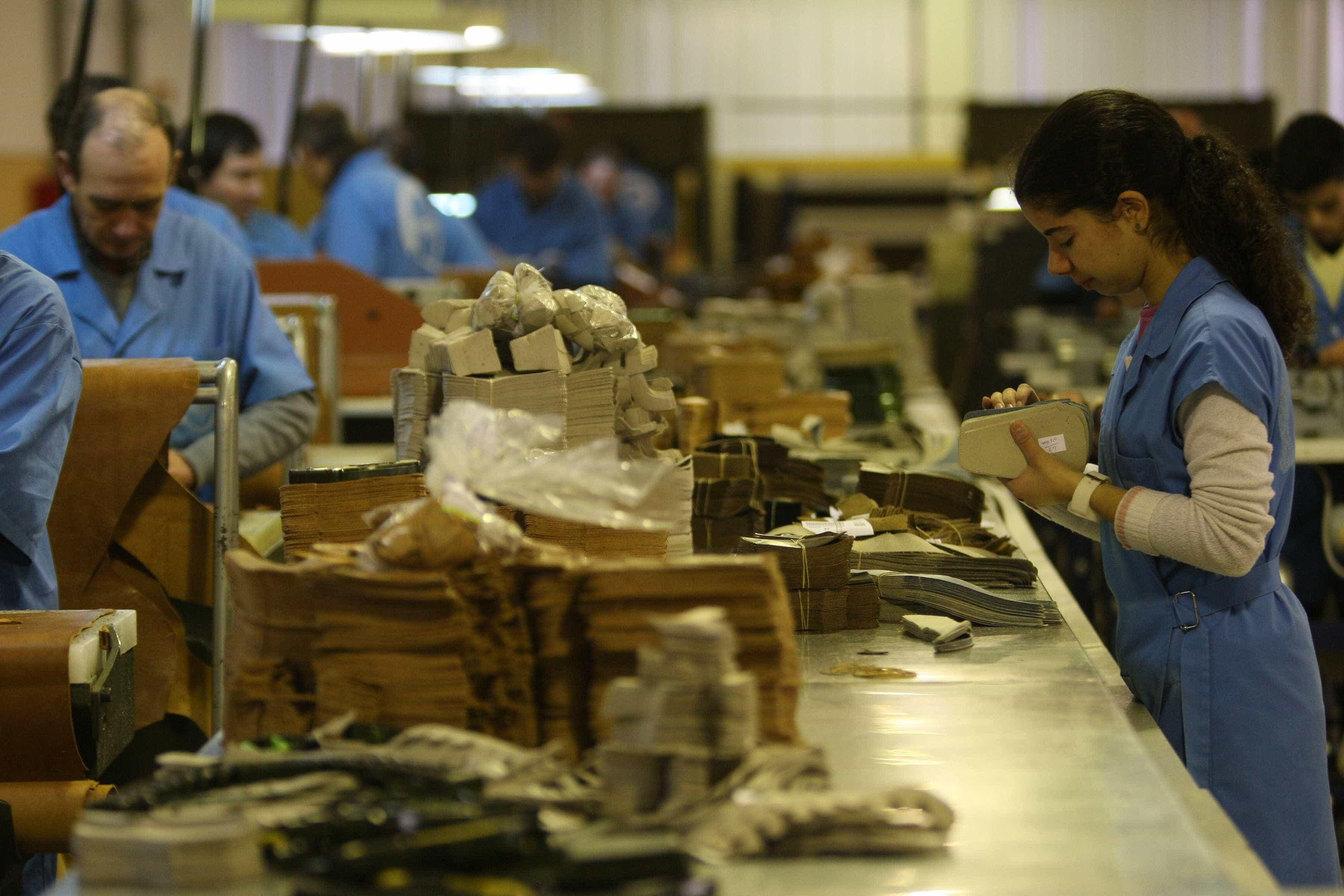 """Bloco atribui falta de mão-de-obra no calçado a """"salários baixíssimos"""""""