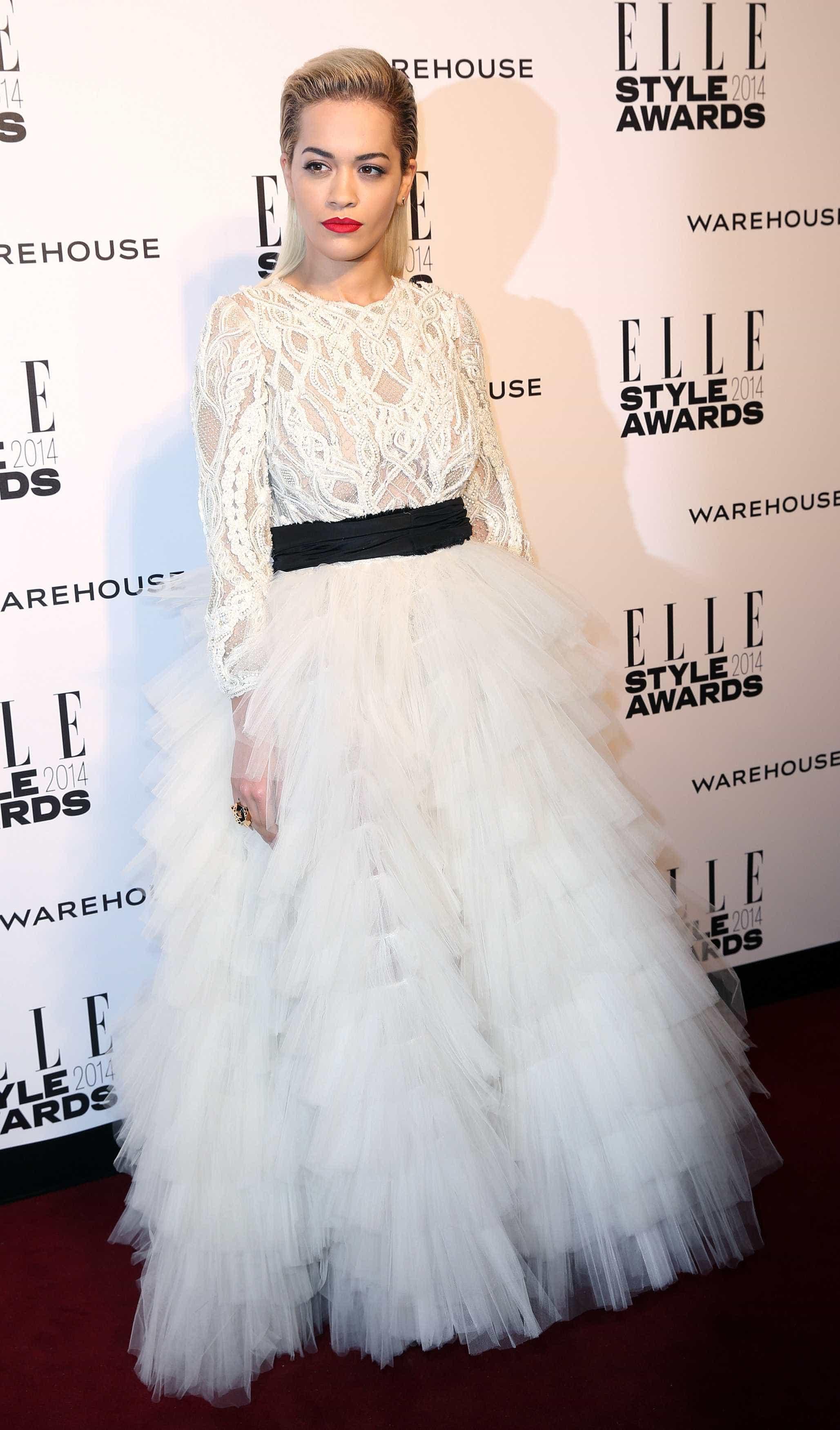 Domingo de Páscoa: Rita Ora recorda fotos em modo coelhinha atrevida