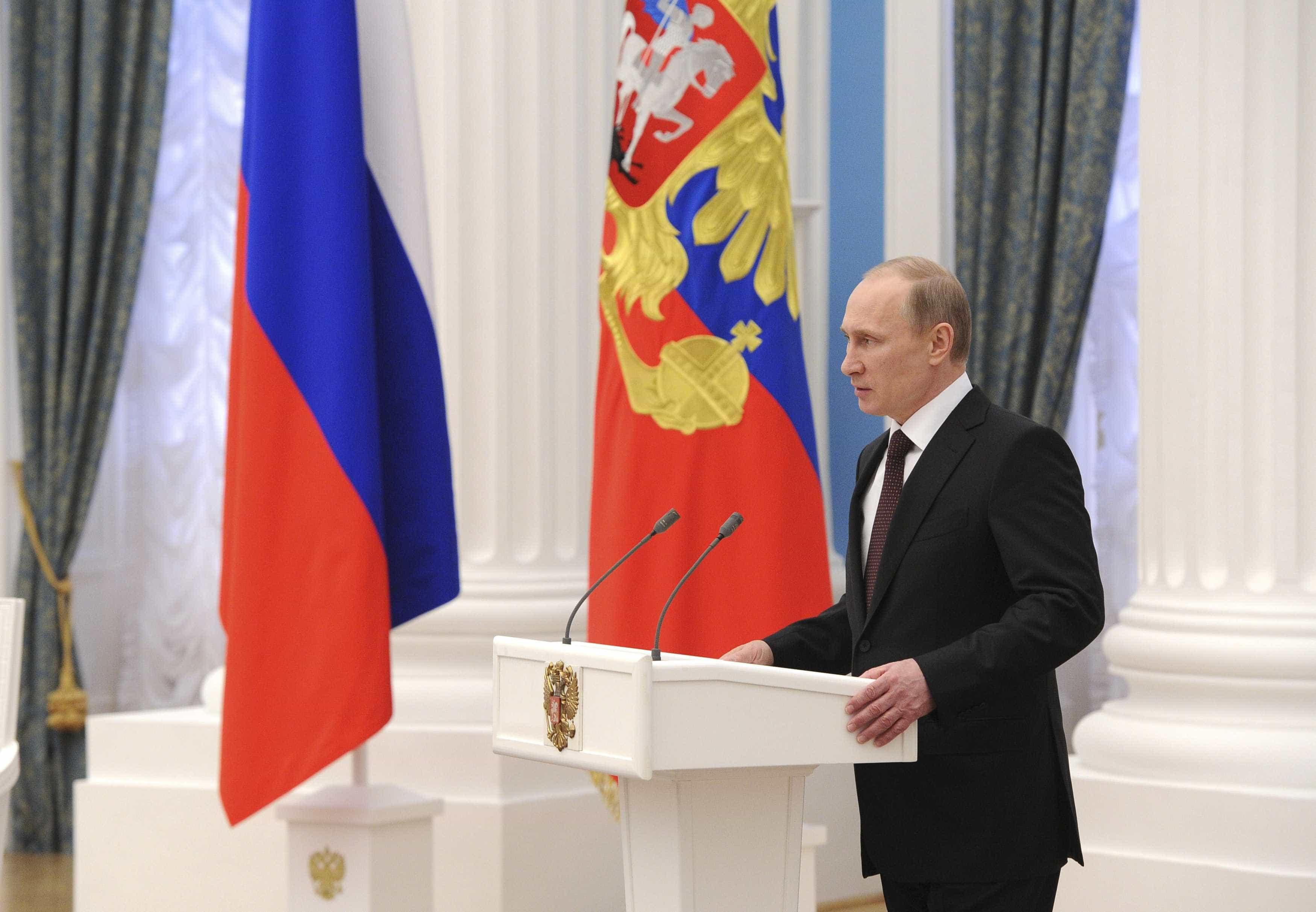 Putin oficializa suspensão da Rússia do tratado de desarmamento nuclear