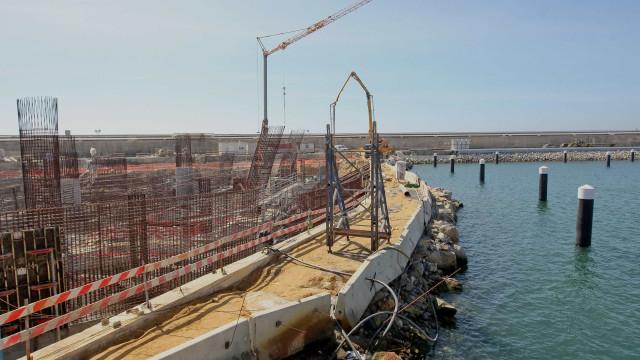 Incidente no porto de Leixões com navio a derramar ácido fórmico