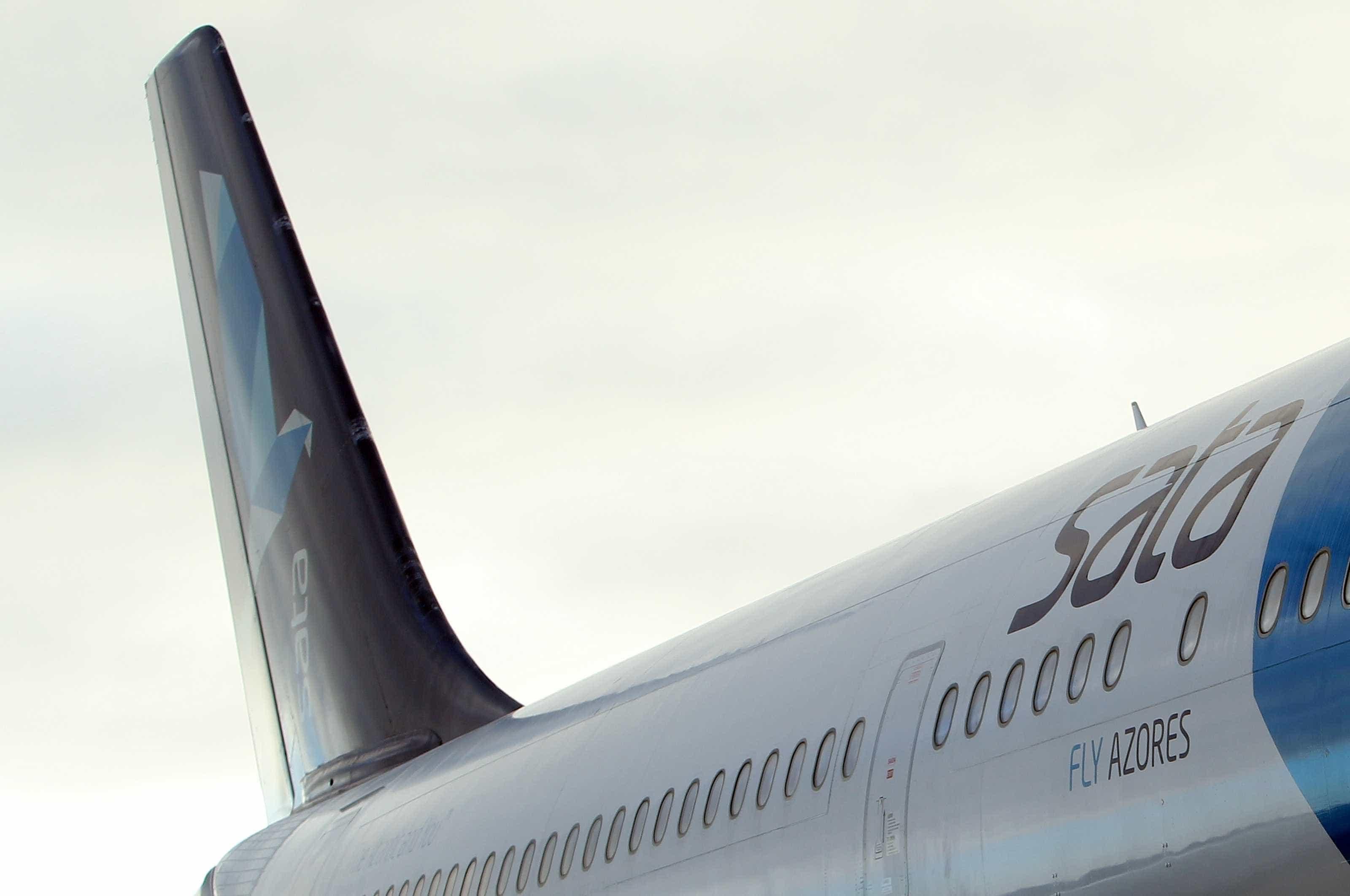 Avião da SATA esteve parado quase quatro horas com passageiros a bordo