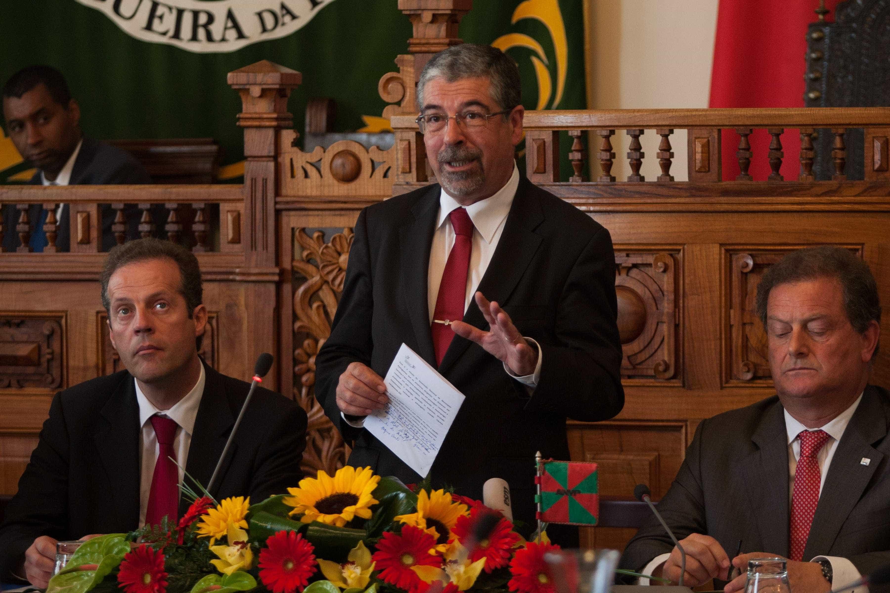 """Municípios consideram """"inadmissível"""" posição da CNE sobre inaugurações"""