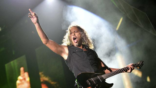 Guitarrista dos Metallica partilha imagem de igreja a arder e fãs reagem