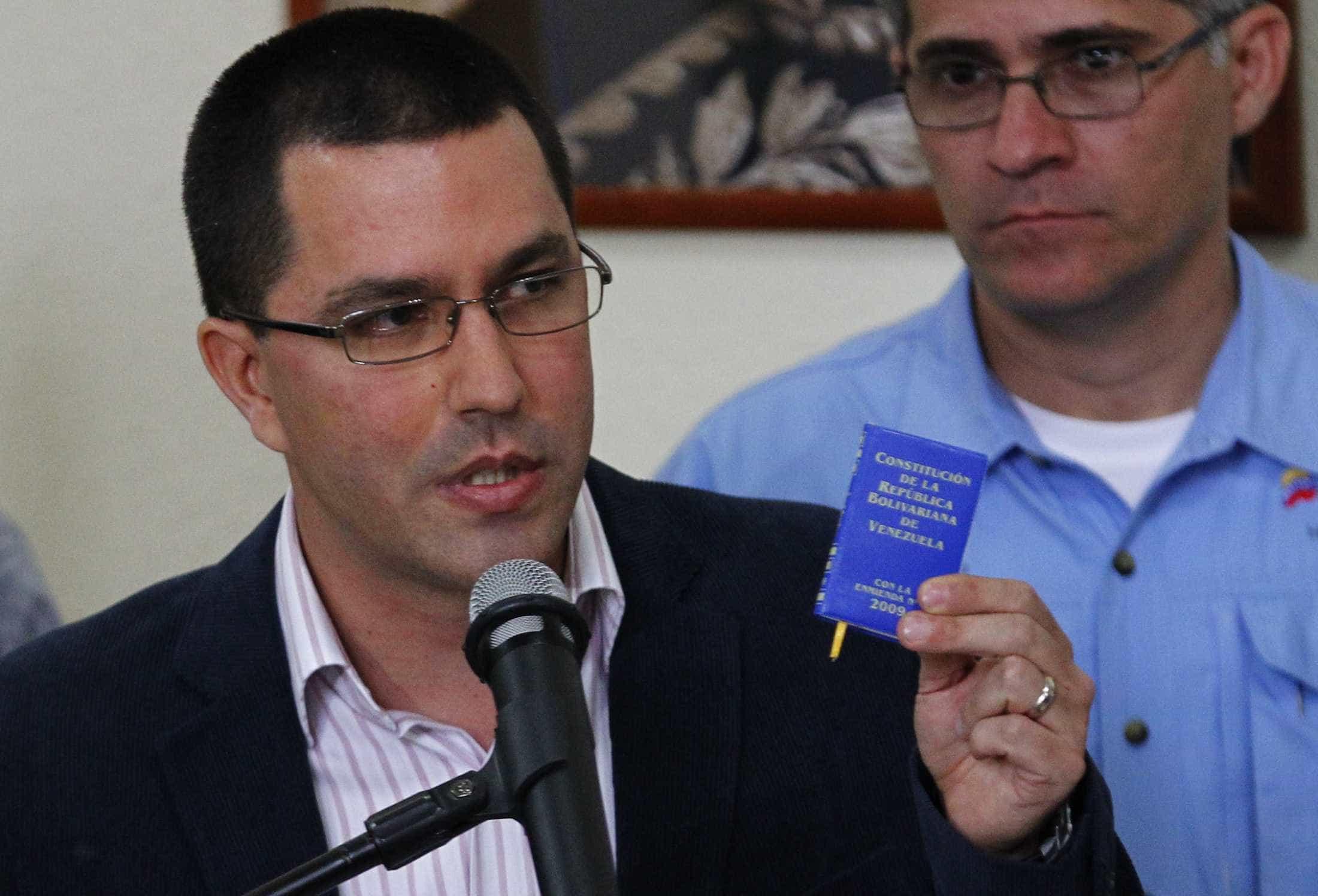 Chefe da diplomacia venezuelana garante que país quer evitar conflito