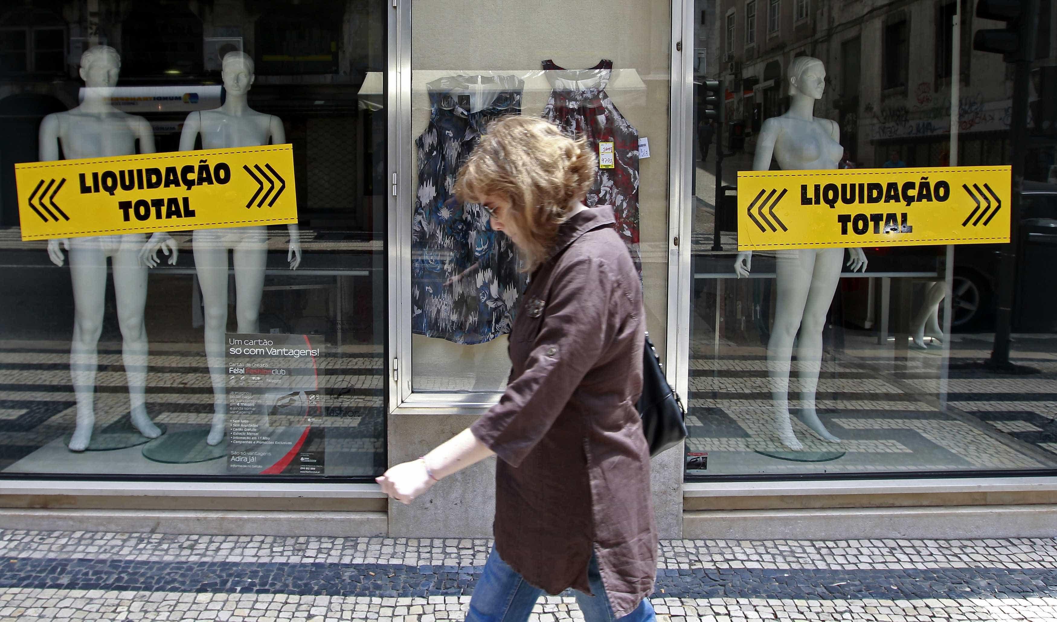Os saldos agradam os portugueses? A maior parte prefere poupar