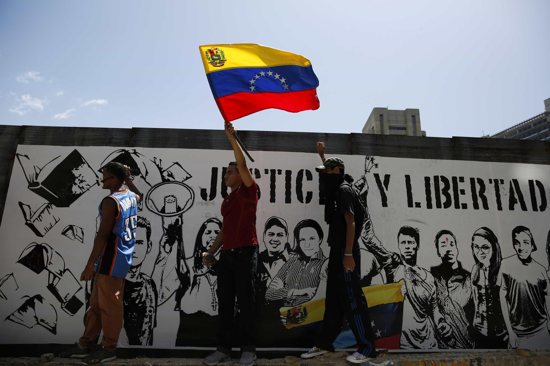 Chefes de diplomacia da UE voltam a discutir situação na Venezuela