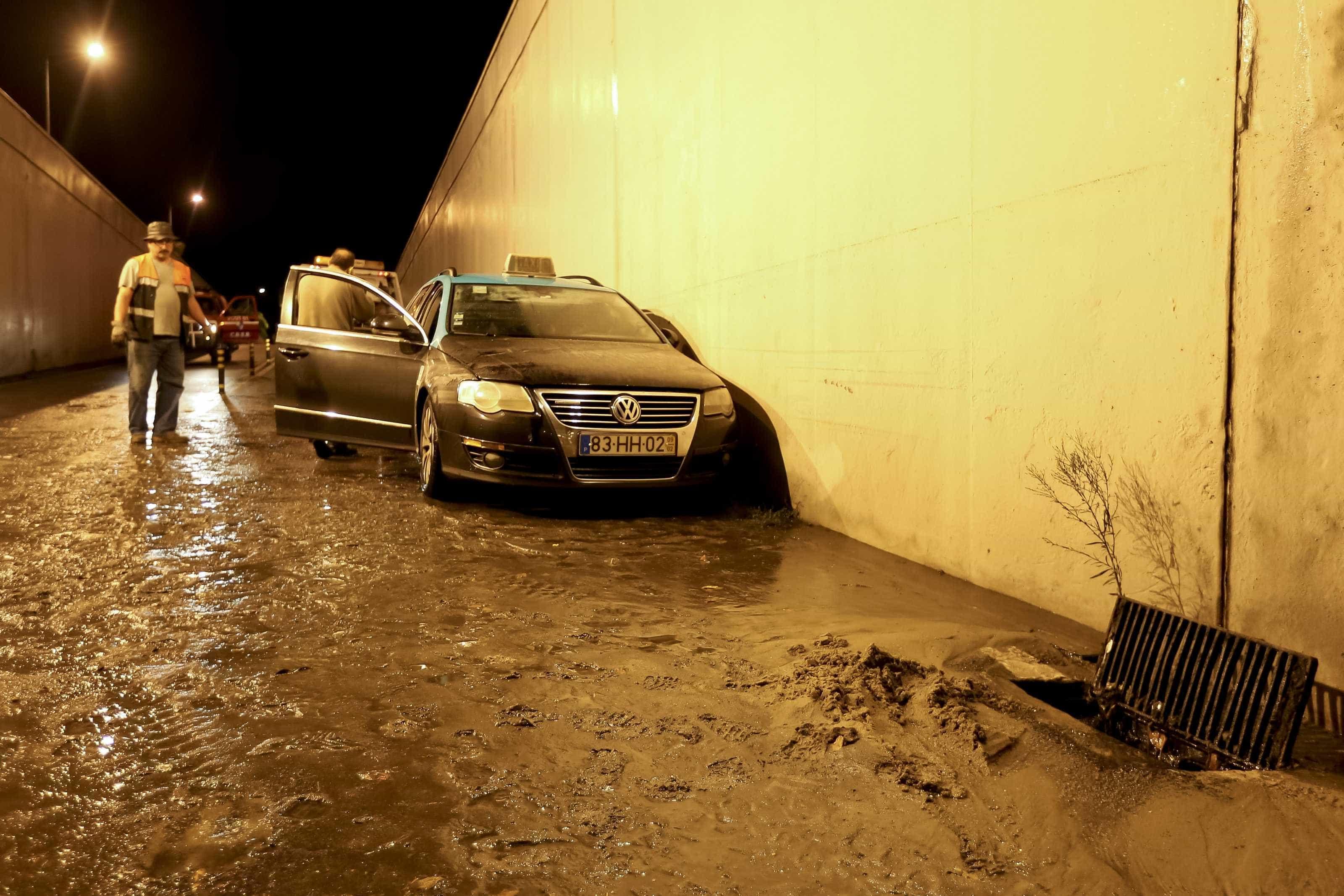 Furacão Leslie: Falhas de luz registadas em todo o país