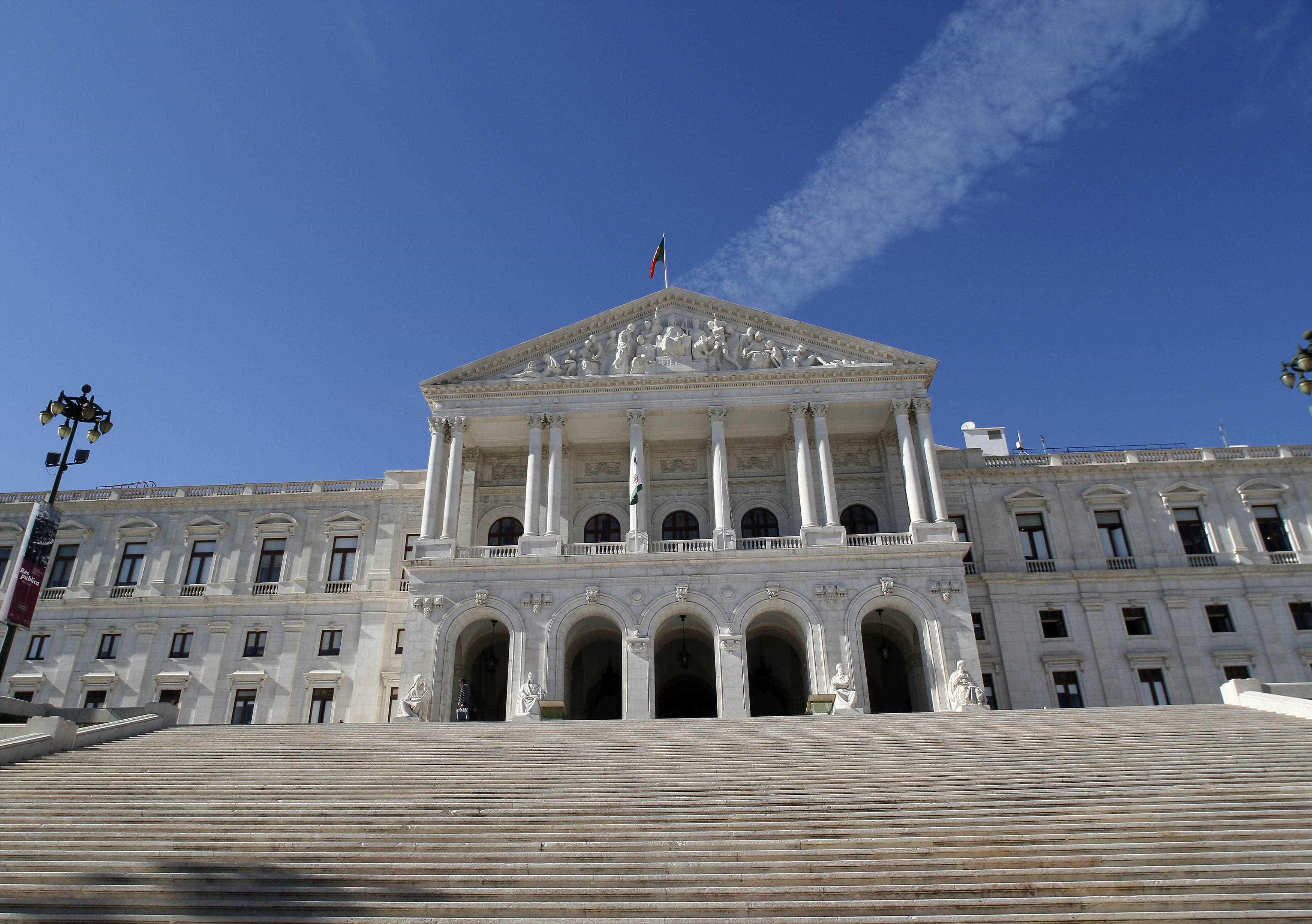Dezasseis forças políticas vão a votos nas Legislativas
