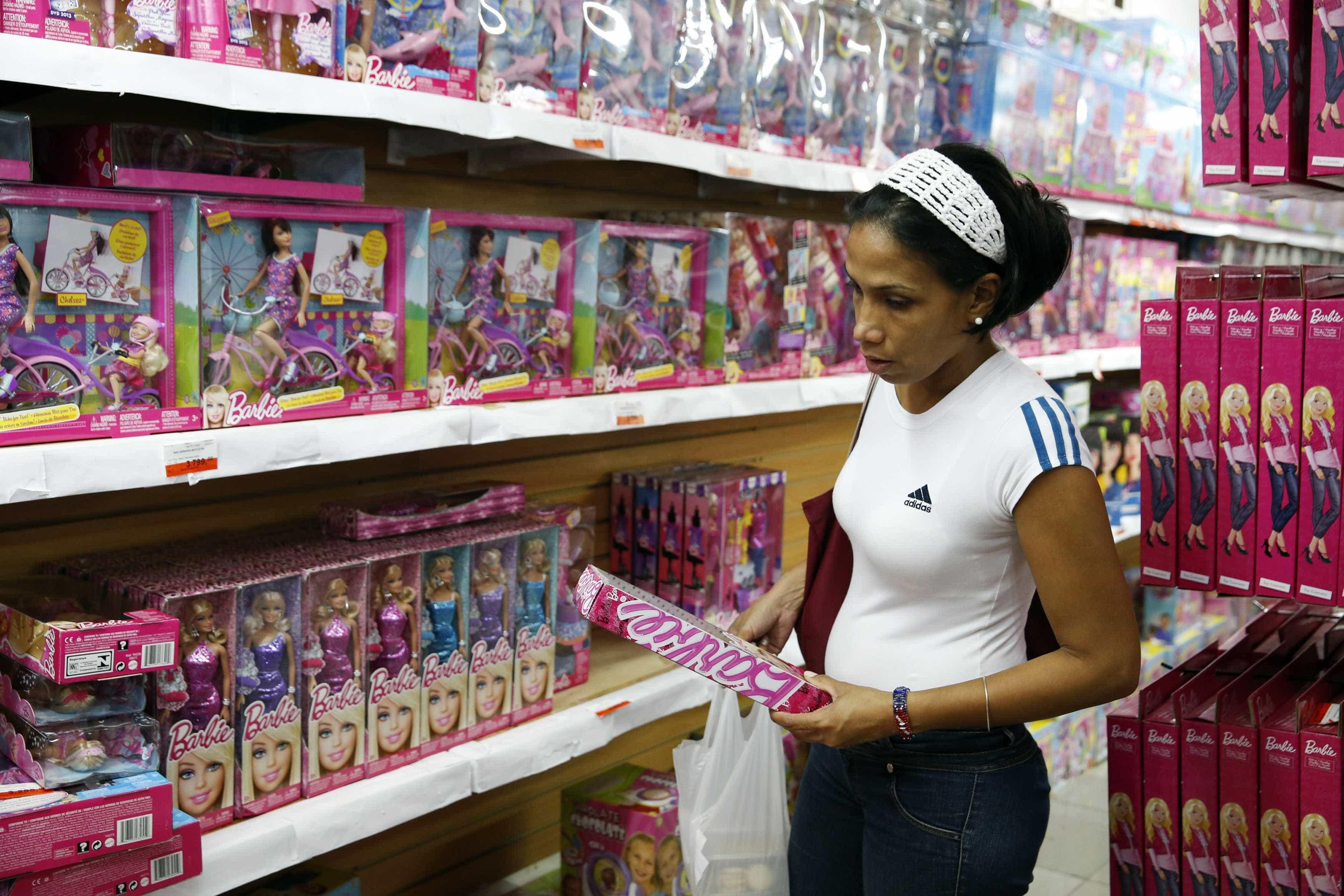 Barbie colocada em sepultura será analisada para tentar chegar a homicida