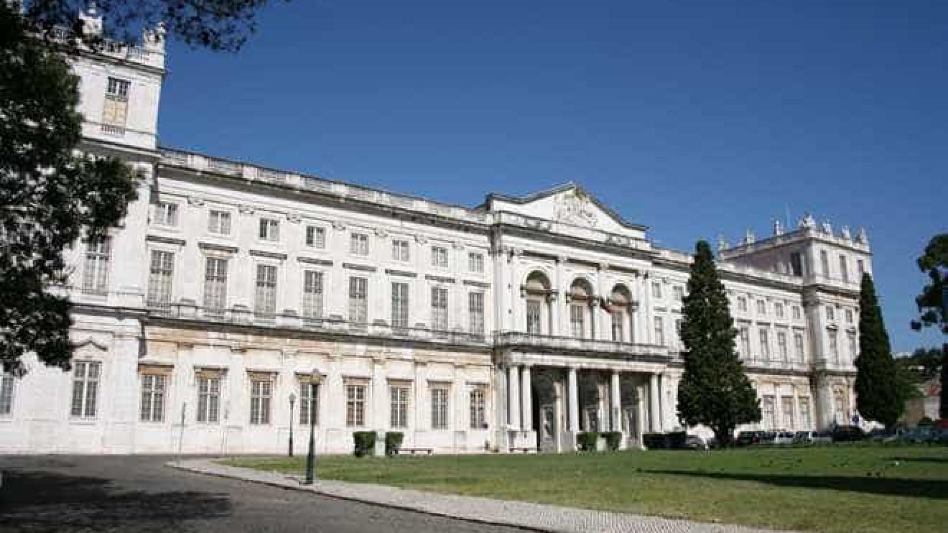 "Palácio da Ajuda: Faltou ""capacidade"" financeira para comprar coroa"