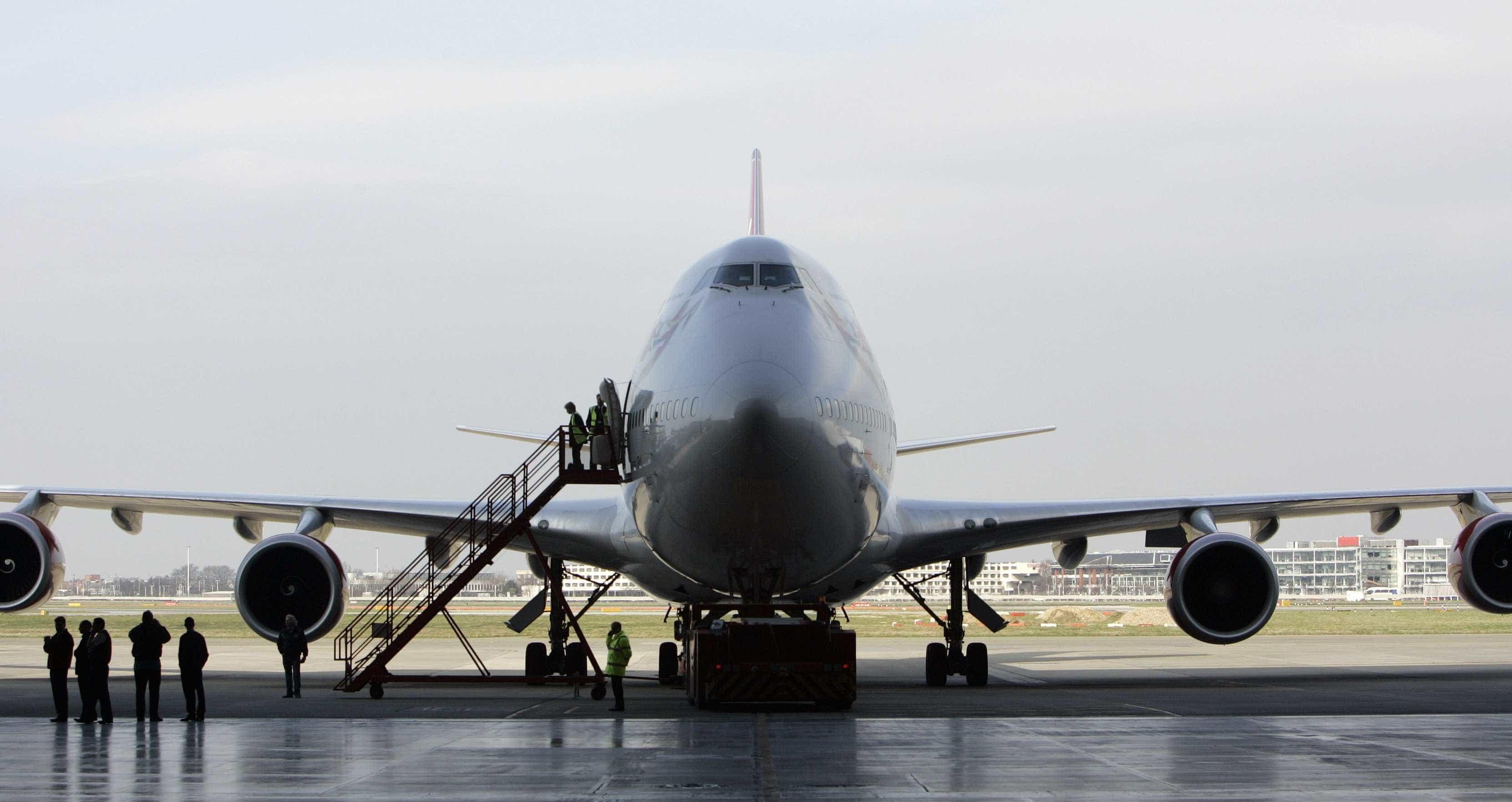 Passageiros de avião colocado em quarentena no aeroporto de Gatwick