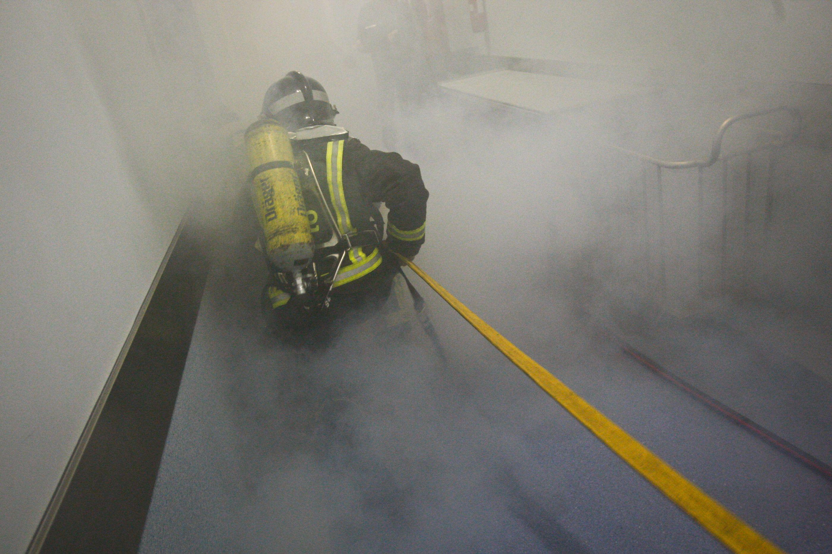 Incêndio num anexo num prédio em Matosinhos