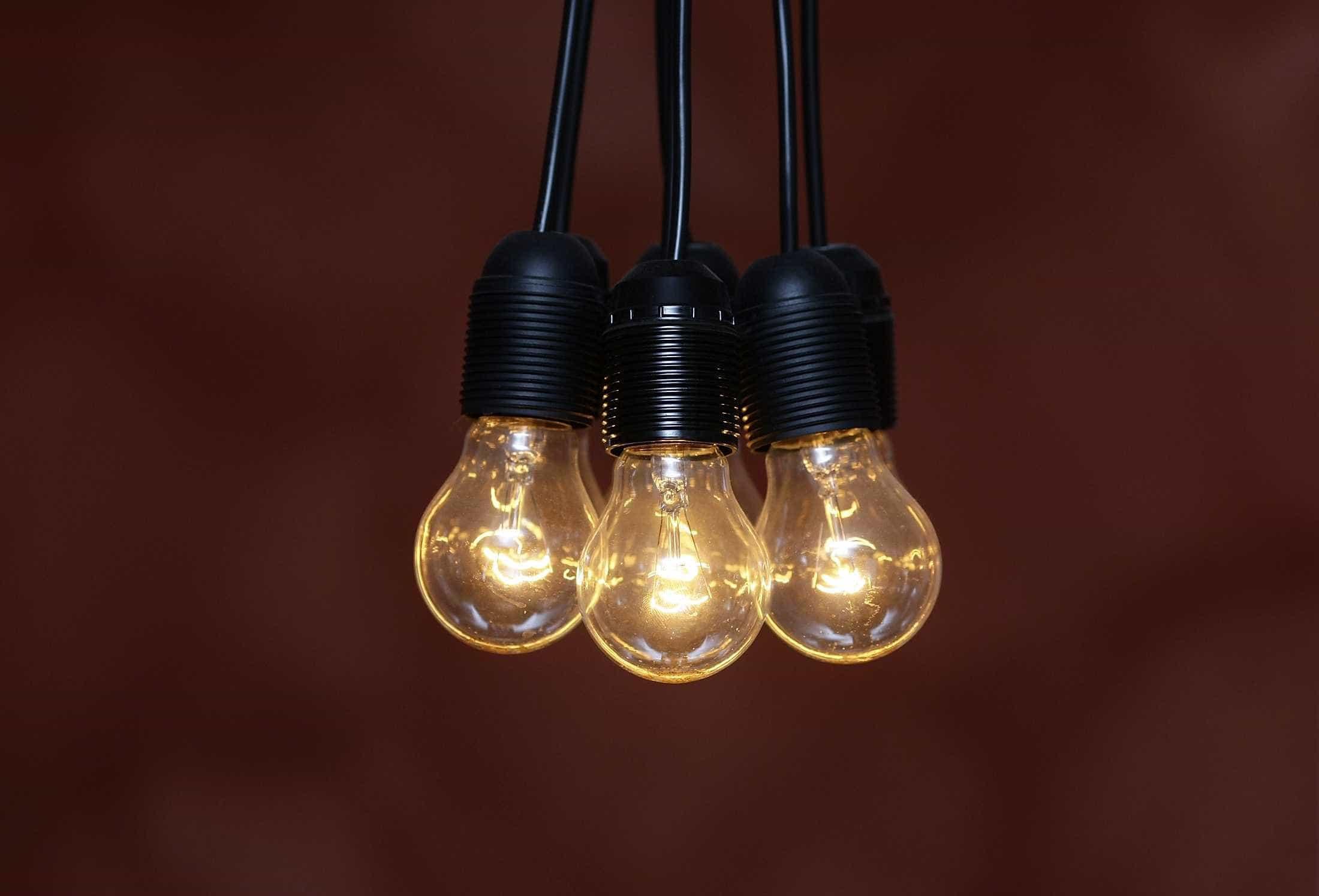 Vai mudar de empresa de energia? Como poupar 100 euros por ano