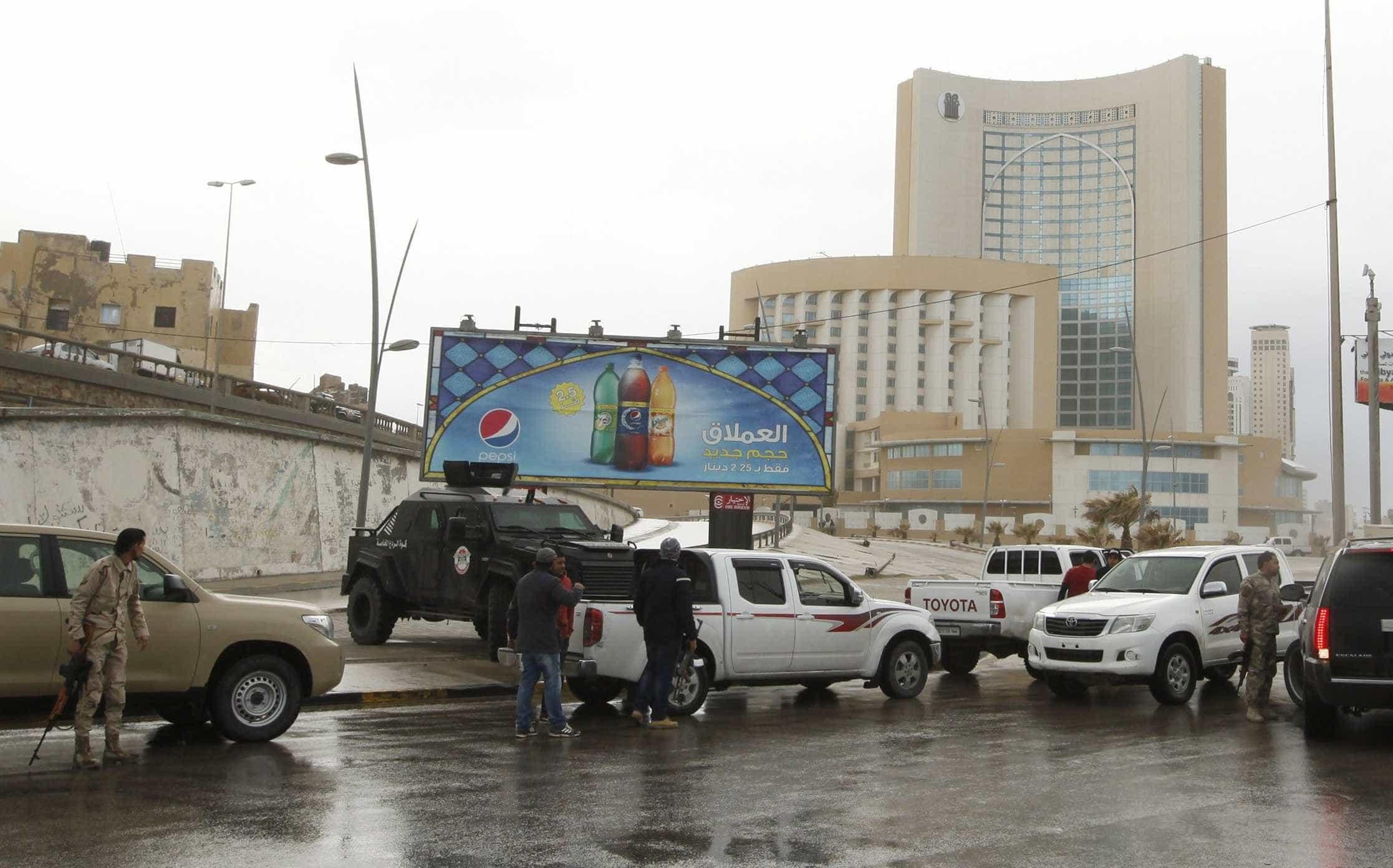 Pelo menos 32 mortos e 50 feridos em ofensiva contra Trípoli